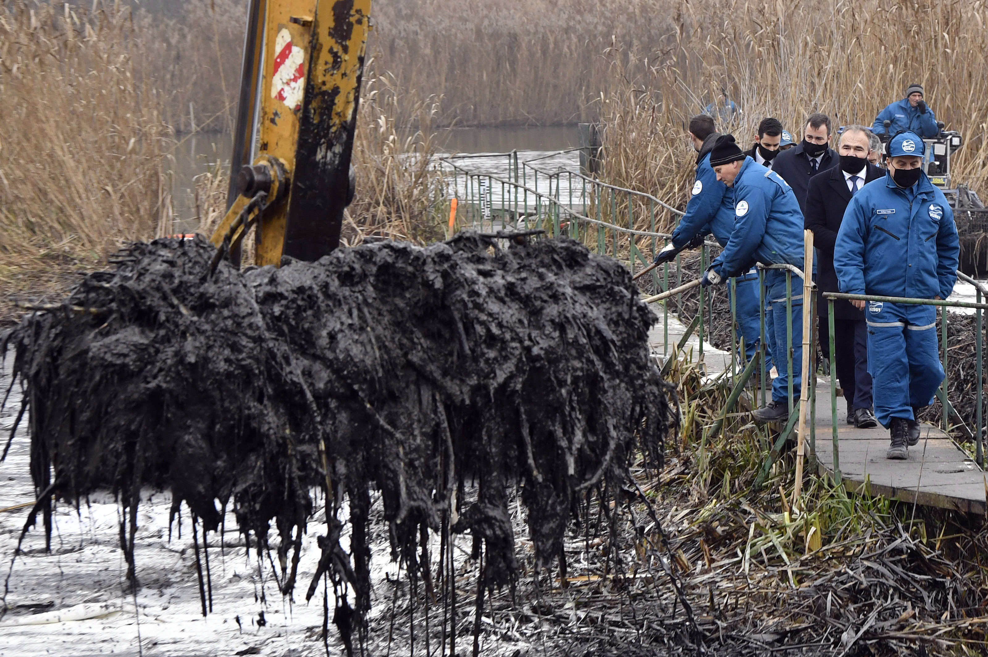 Több mint 600 tonnányi veszélyes hulladékot kellett elszállítani Szigetszentmiklósról az olajszennyezés miatt