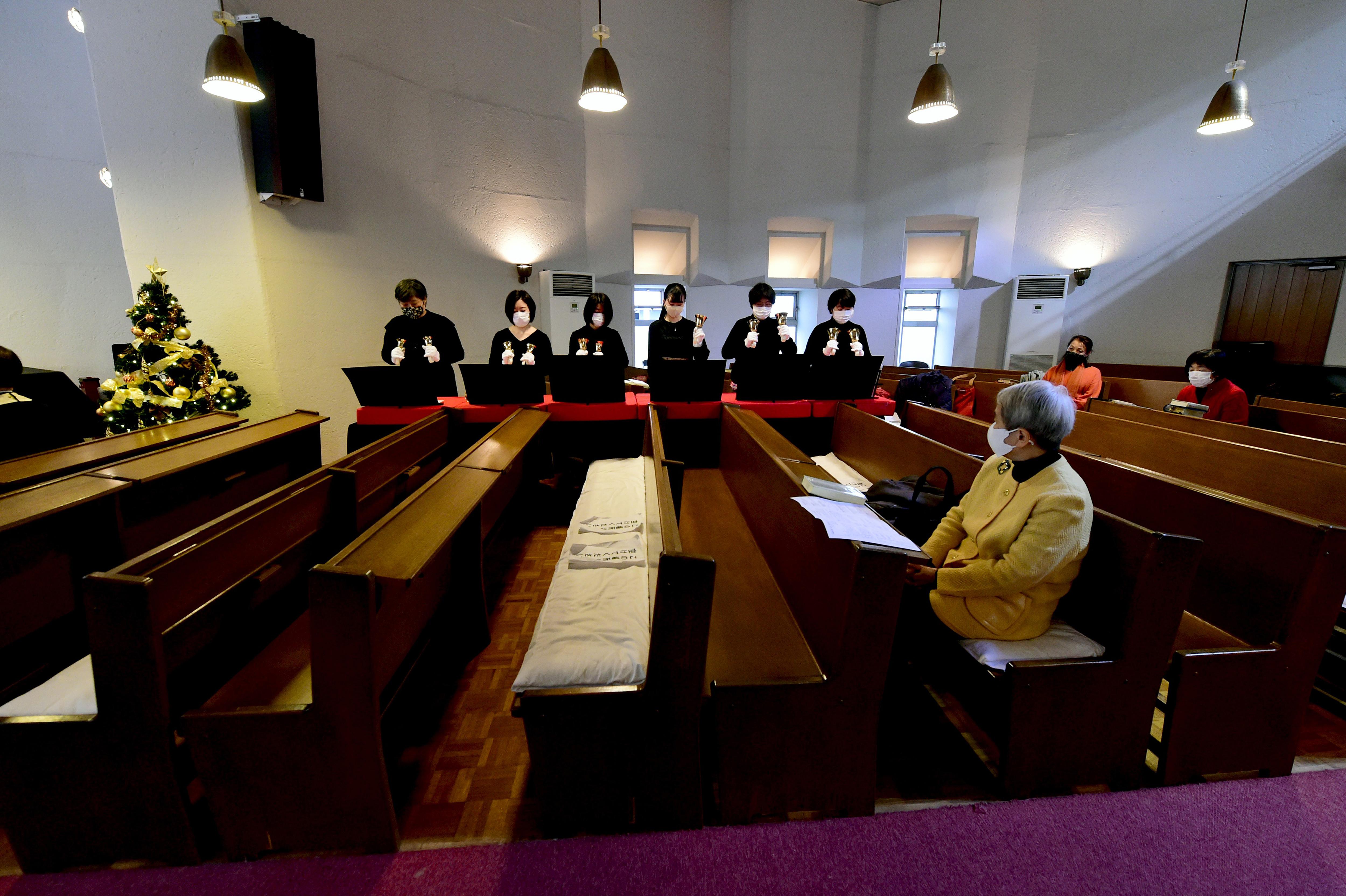 Közel százan fertőződtek meg Amerikában, miután részt vettek egy templomi ünnepségen