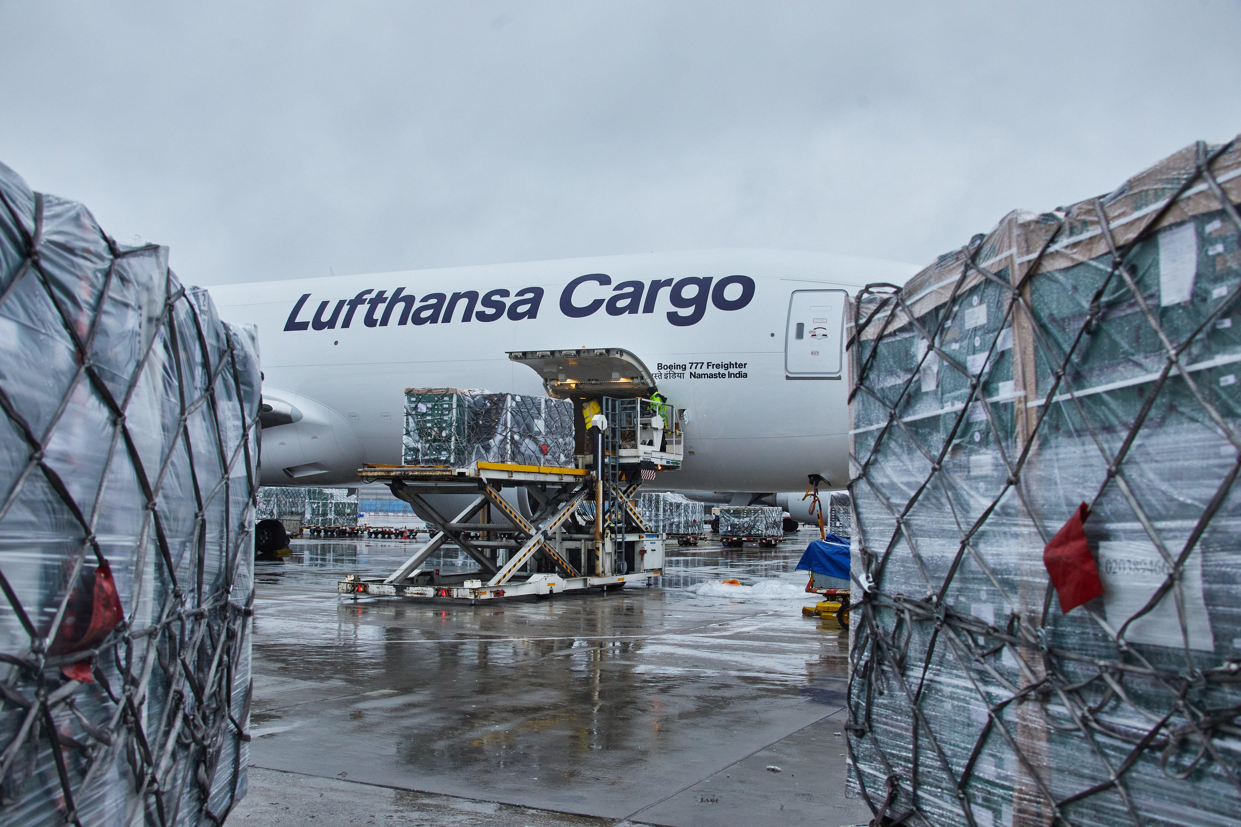 80 tonna zöldséget és gyümölcsöt szállított Nagy-Britanniába a Lufthansa