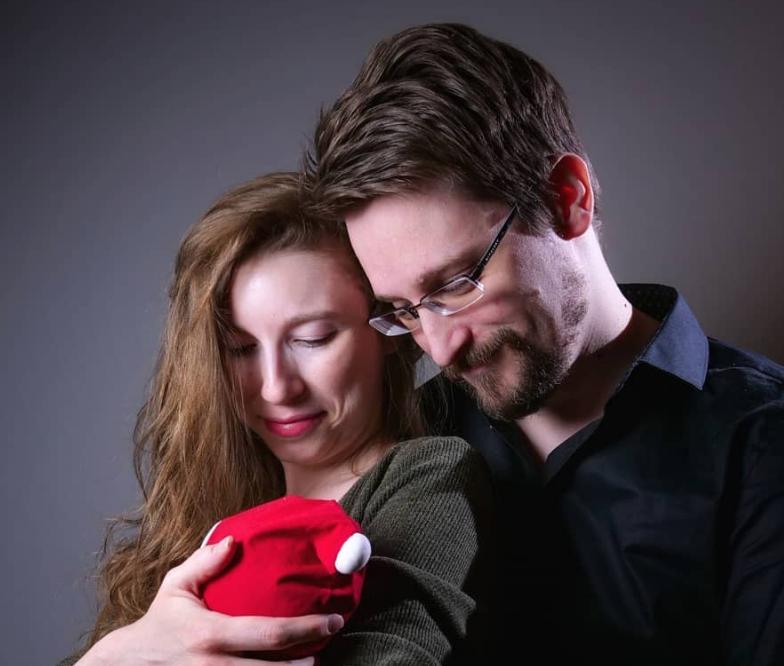 Moszkvában megszületett Edward Snowden fia