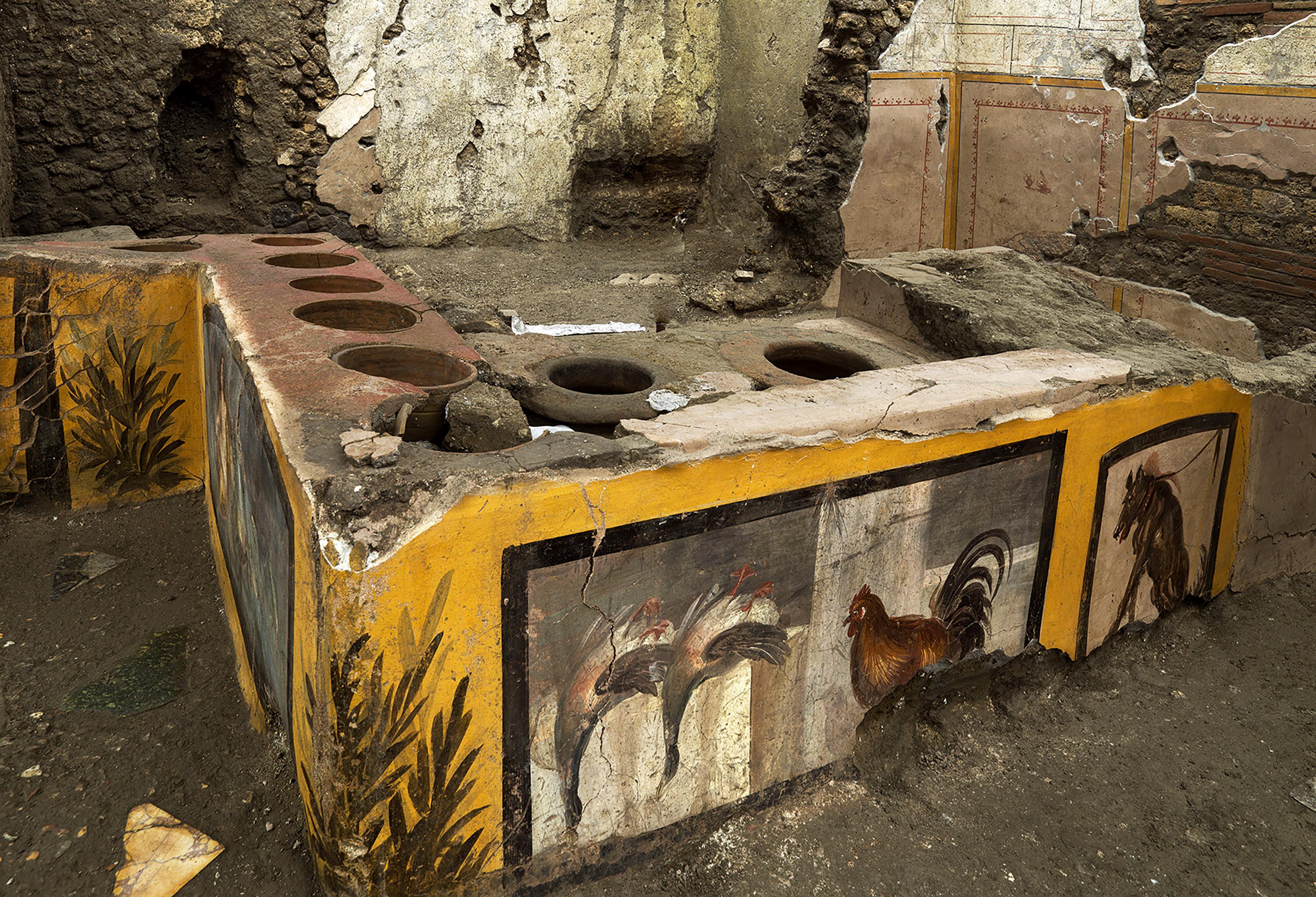 Freskókkal díszített antik fast food üzlet került elő Pompeiiben