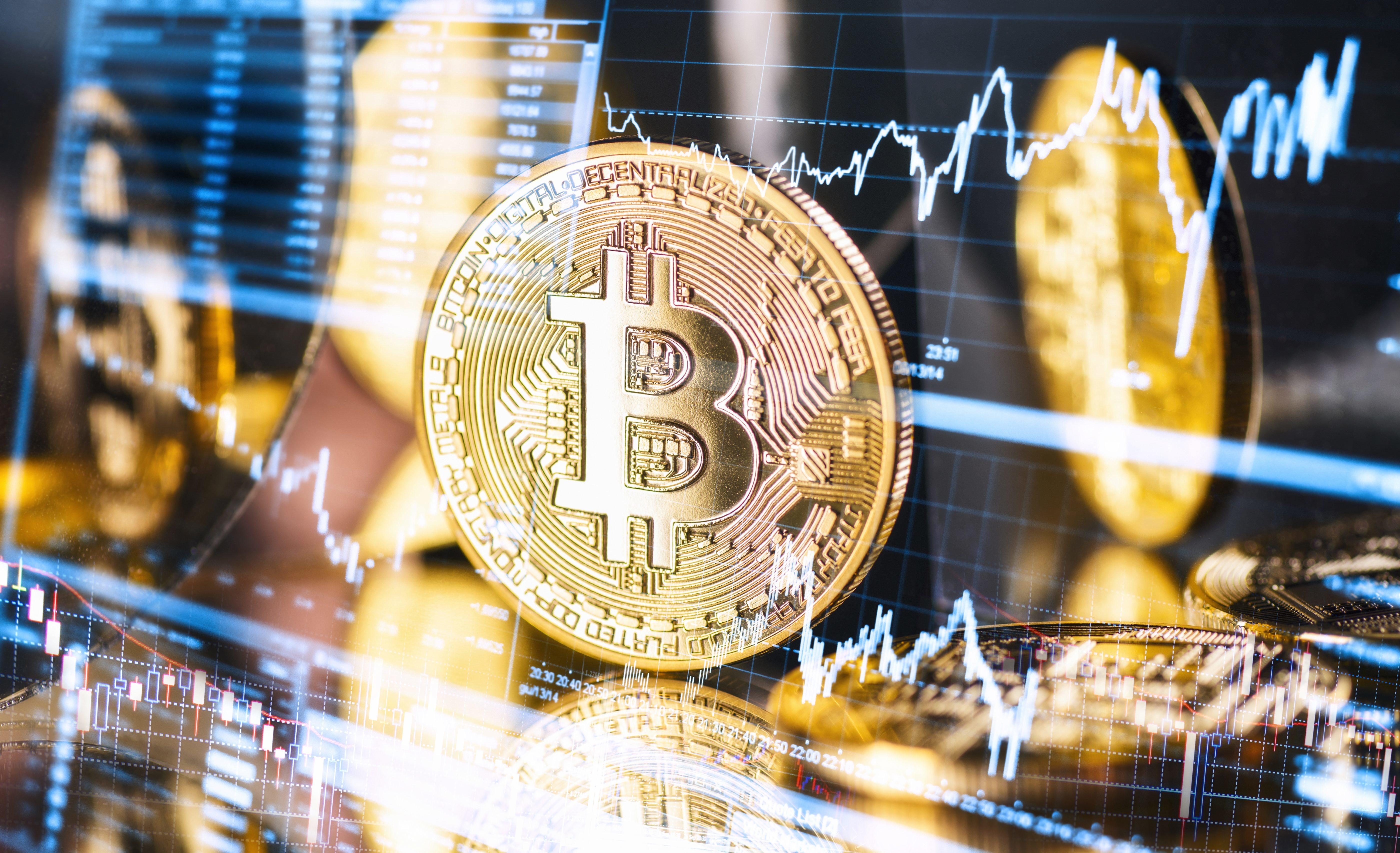 Lassan eléri az 50 000 dollárt a bitcoin