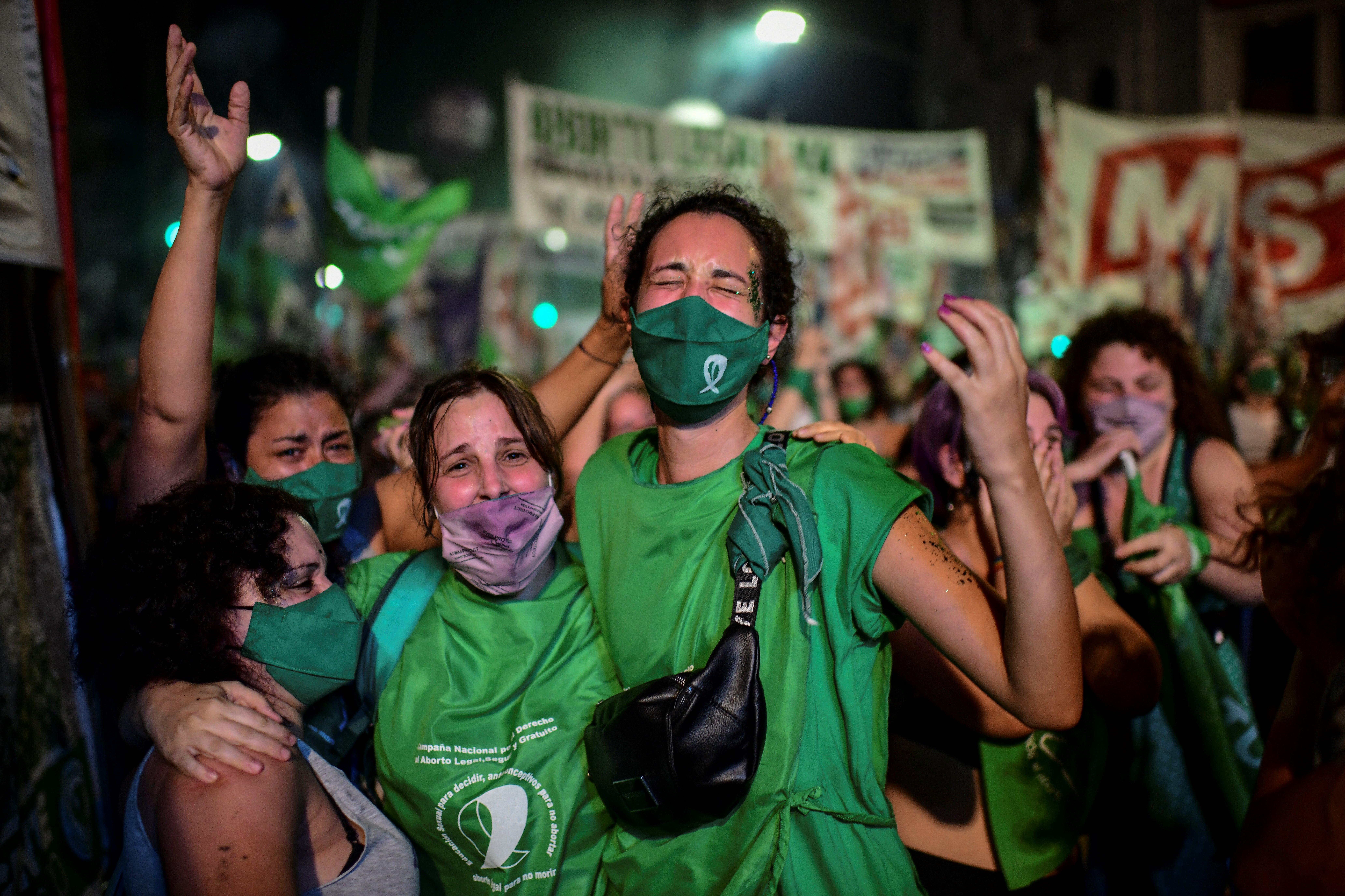 Az abortusz legalizálása után nők százai ellen ejthetik a vádakat Argentínában