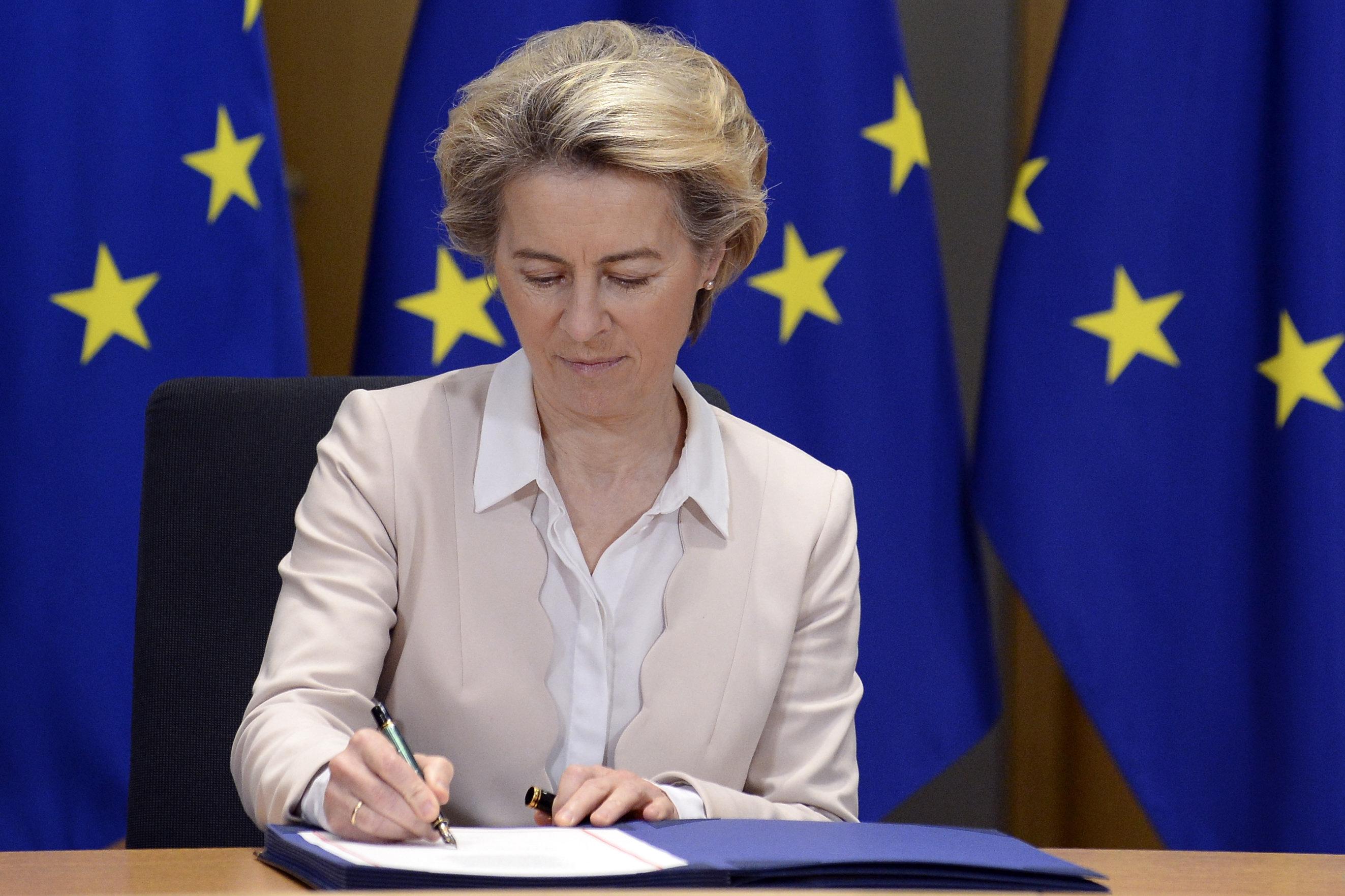 Az Európai Bizottság nyilvánosságra hozta az AstraZenecával kötött szerződést