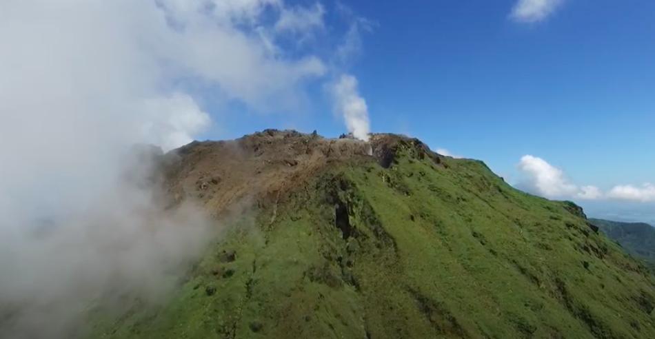 Evakuálják Saint Vincent lakosságát, mert kitörni készül a La Sourfiére vulkán