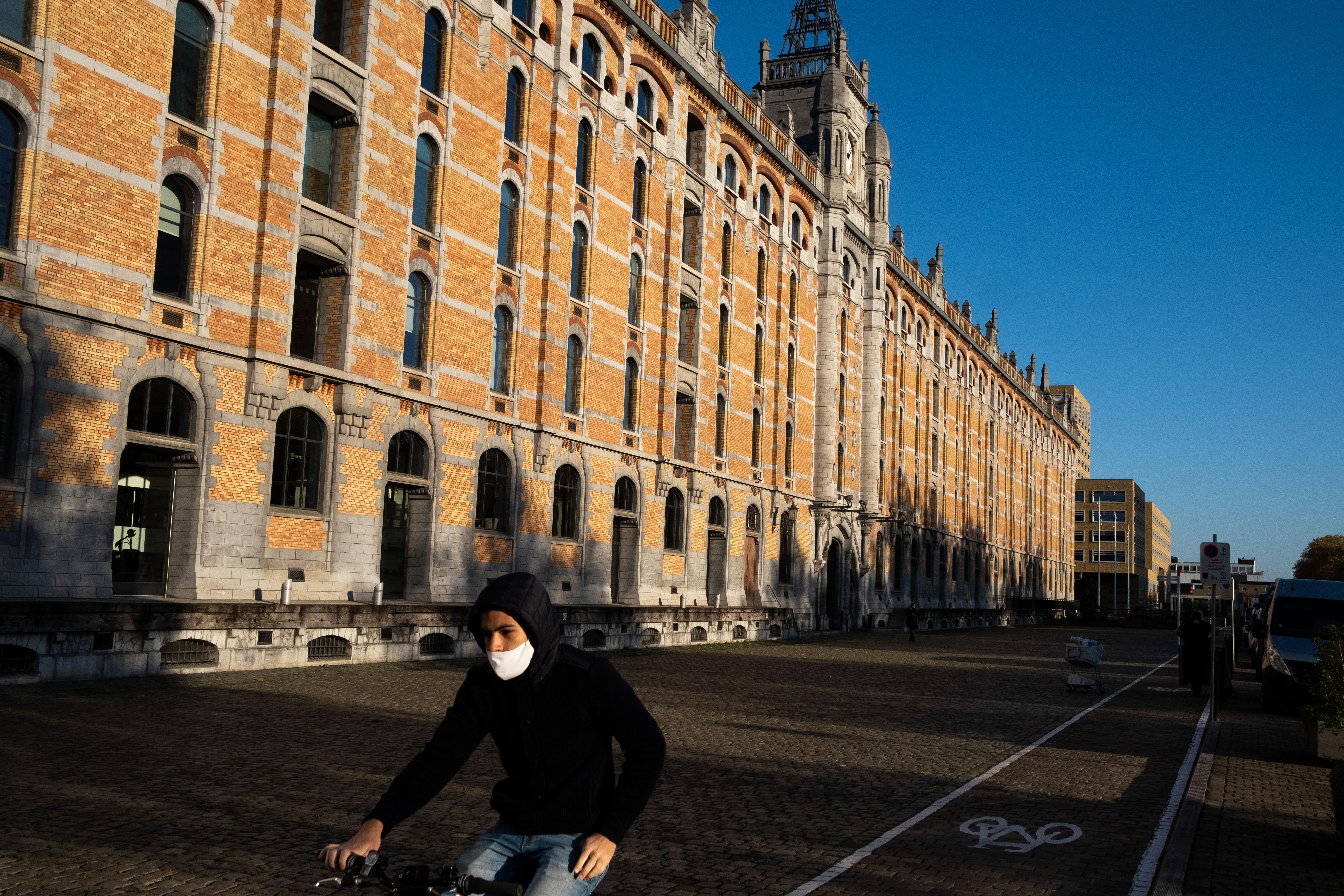 Brüsszel nagy részén mától csak 30 km/órával mehetnek az autók