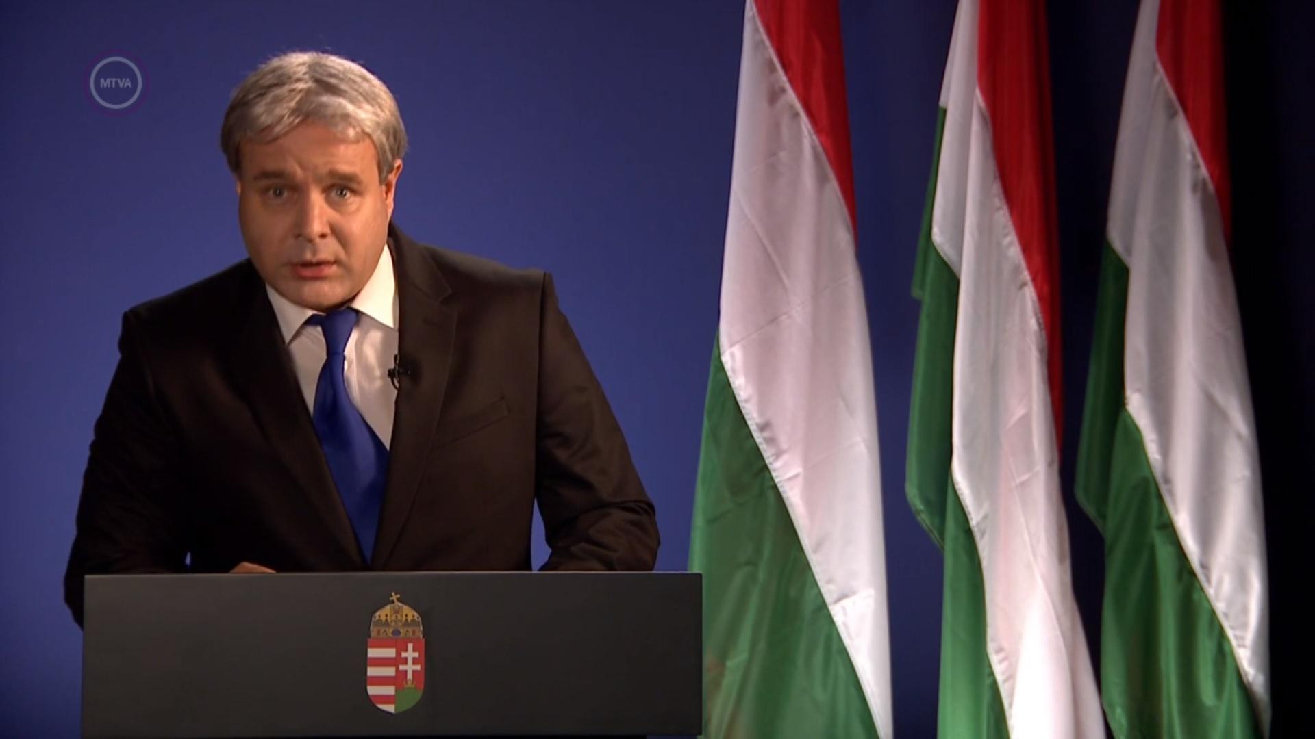 Fideszes humorrekord: Bagi Iván szilveszteri Orbán-paródiája már sokkal visszafogottabb az igazi Orbánnál
