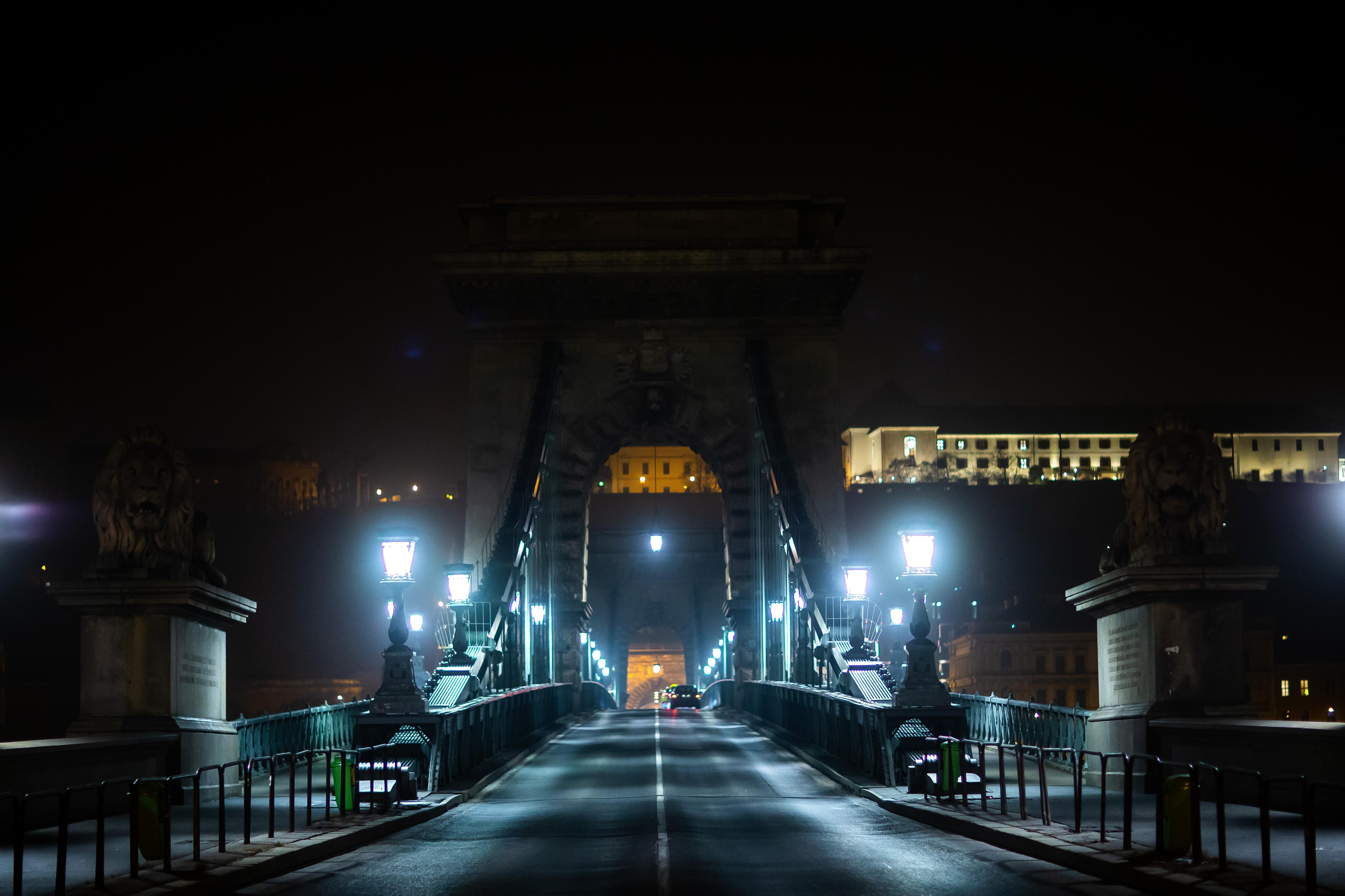 Gyorsan sétáljon át a Lánchídon, aki akar, mert jövő szerdától nem lehet!