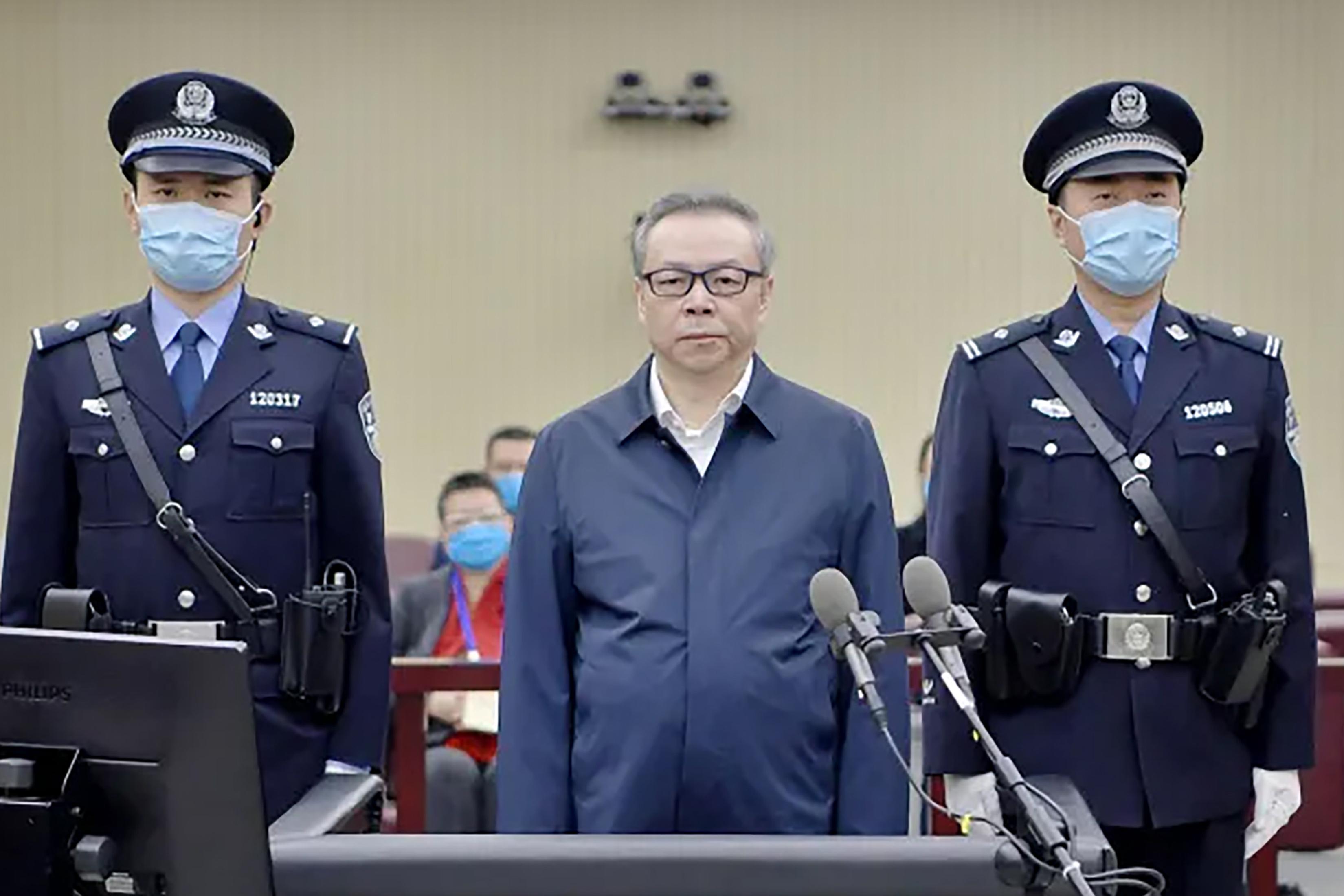 Óriási korrupcióért és bigámiáért ítéltek halálra egy vezető bankárt Kínában
