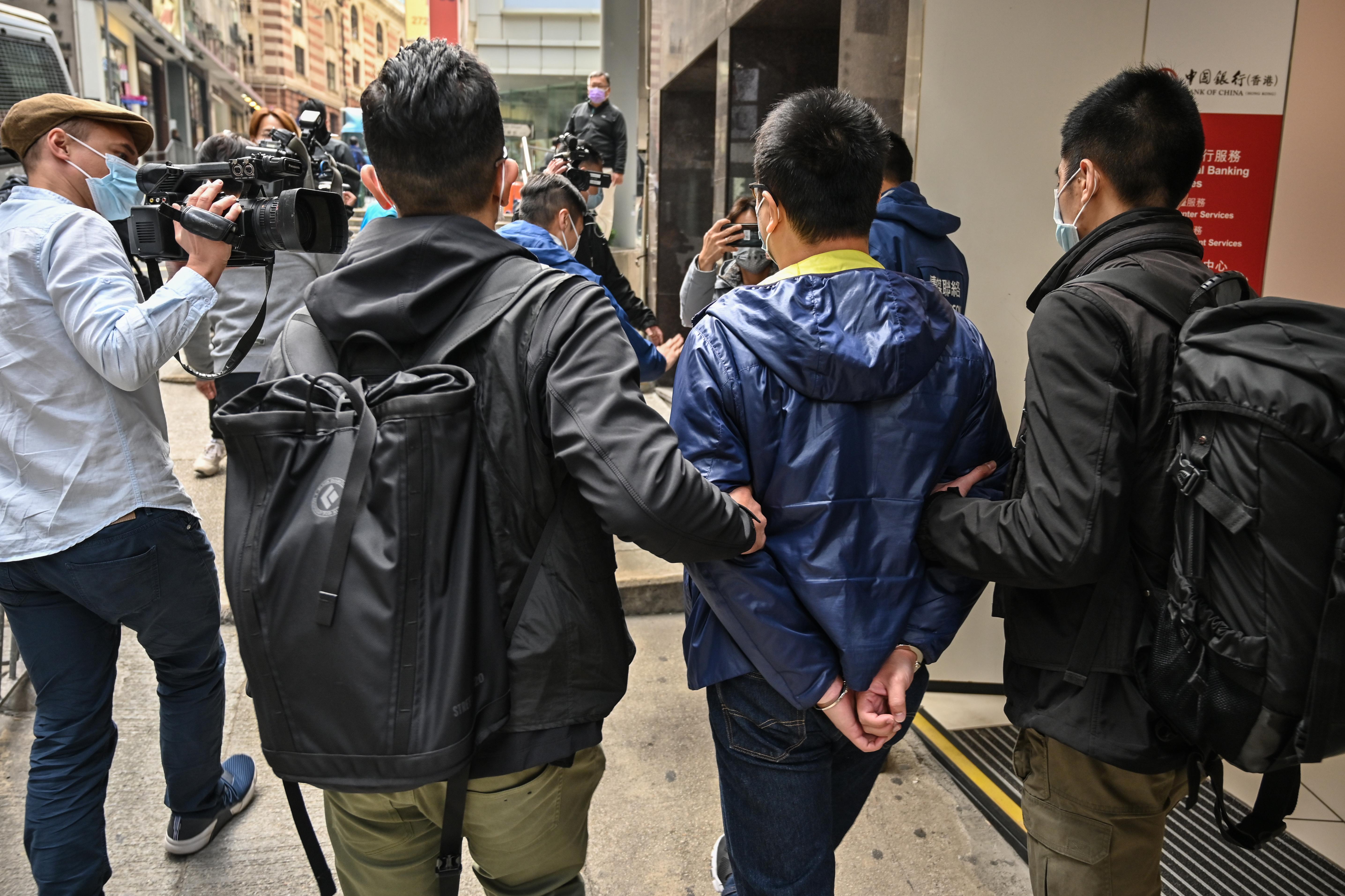 Tömegével vettek őrizetbe demokráciapárti aktivistákat Hongkongban