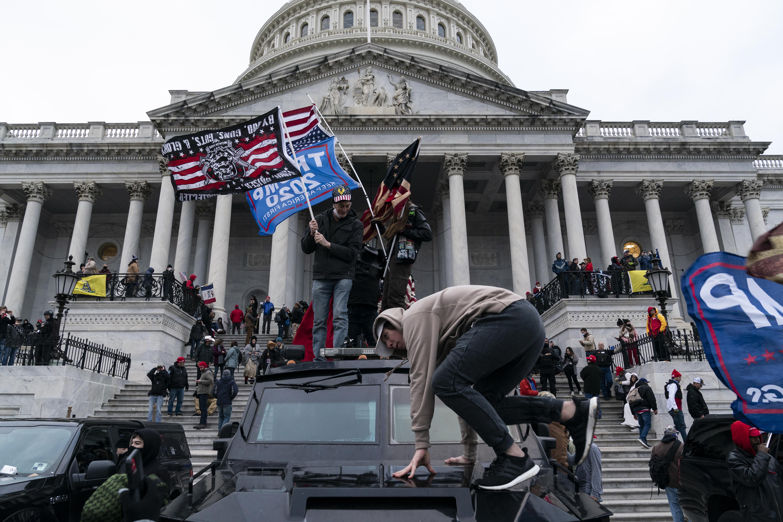 Egy capitoliumi tüntető szeretett volna a tárgyalás előtt nyaralni menni, a bíróság pedig megengedte neki