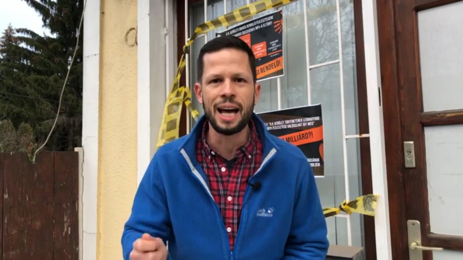 Varga Mihálynak a Capitolium szerdai megszállása jutott eszébe arról, hogy Tordai Bence plakátokat ragasztott az irodájára
