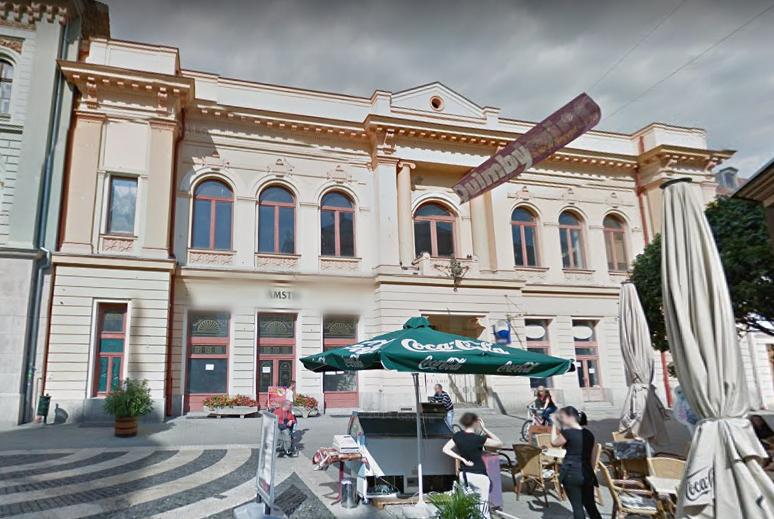 Patinás épületeket kap, keres és venne a kormány kedvenc elitképzője
