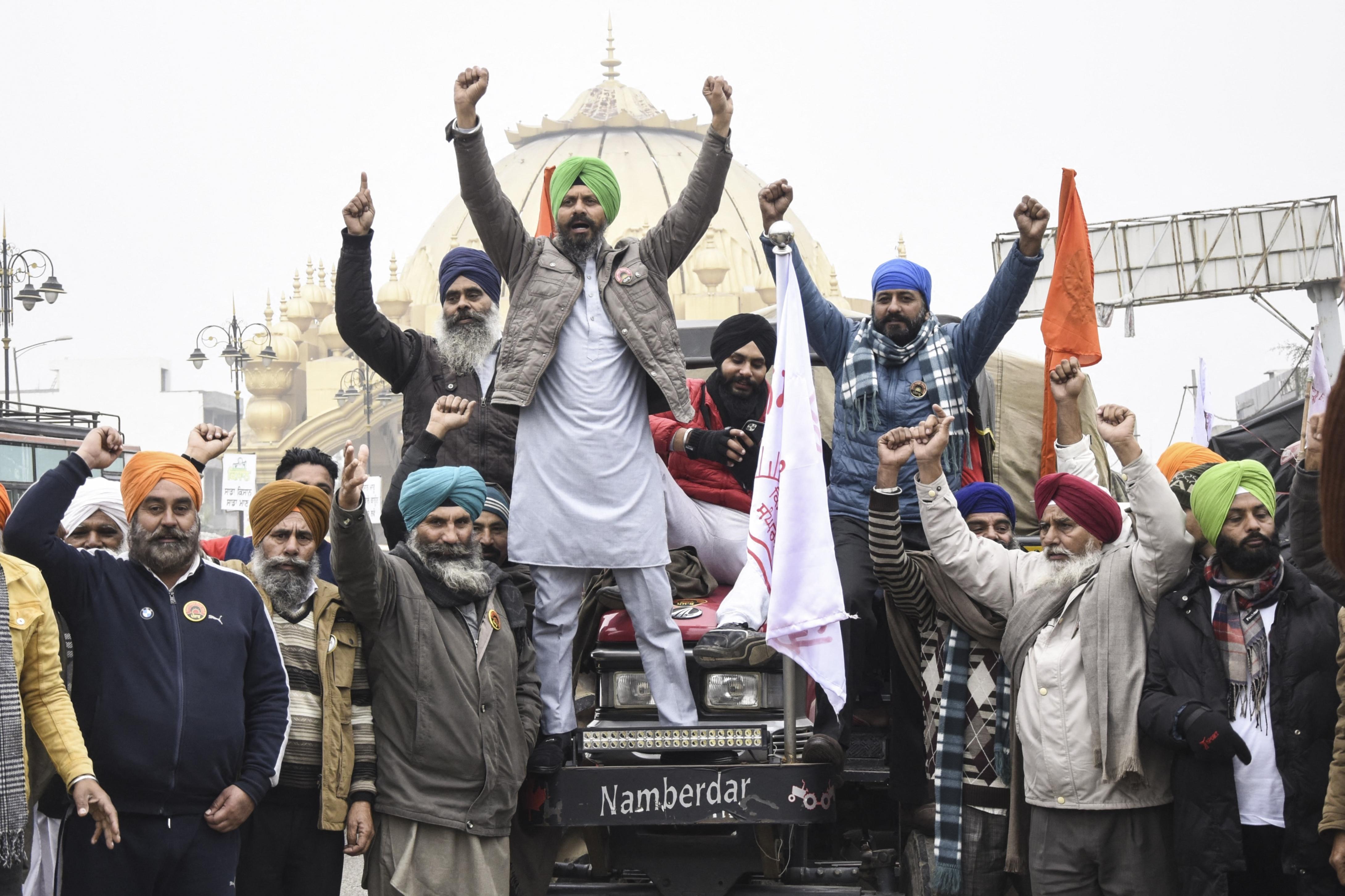 A tömegtüntetések hatására az indiai legfelsőbb bíróság leállította az új mezőgazdasági törvények bevezetését
