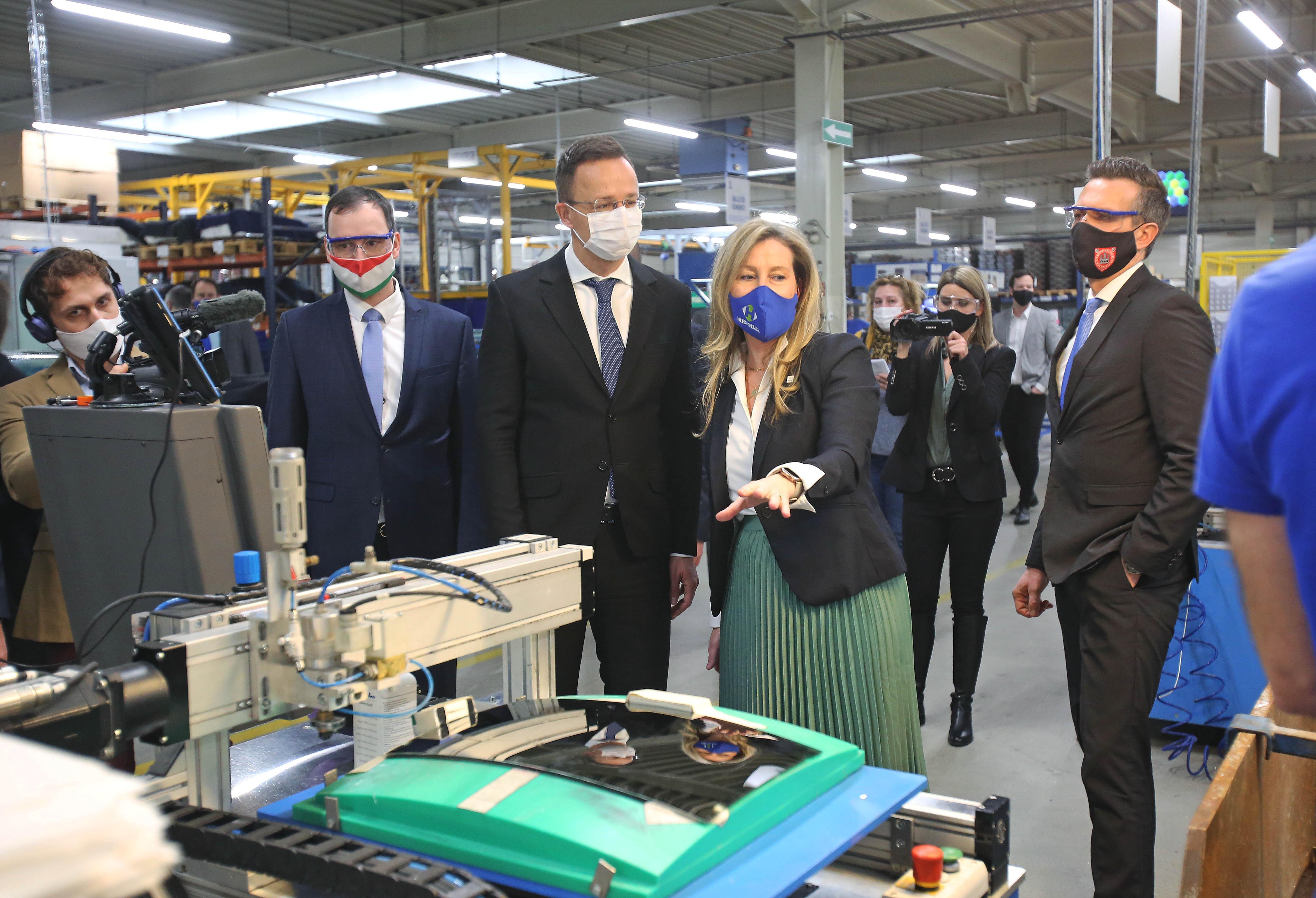 Szijjártó: Magyarország harmadik a visszapillantó tükrök exportjában