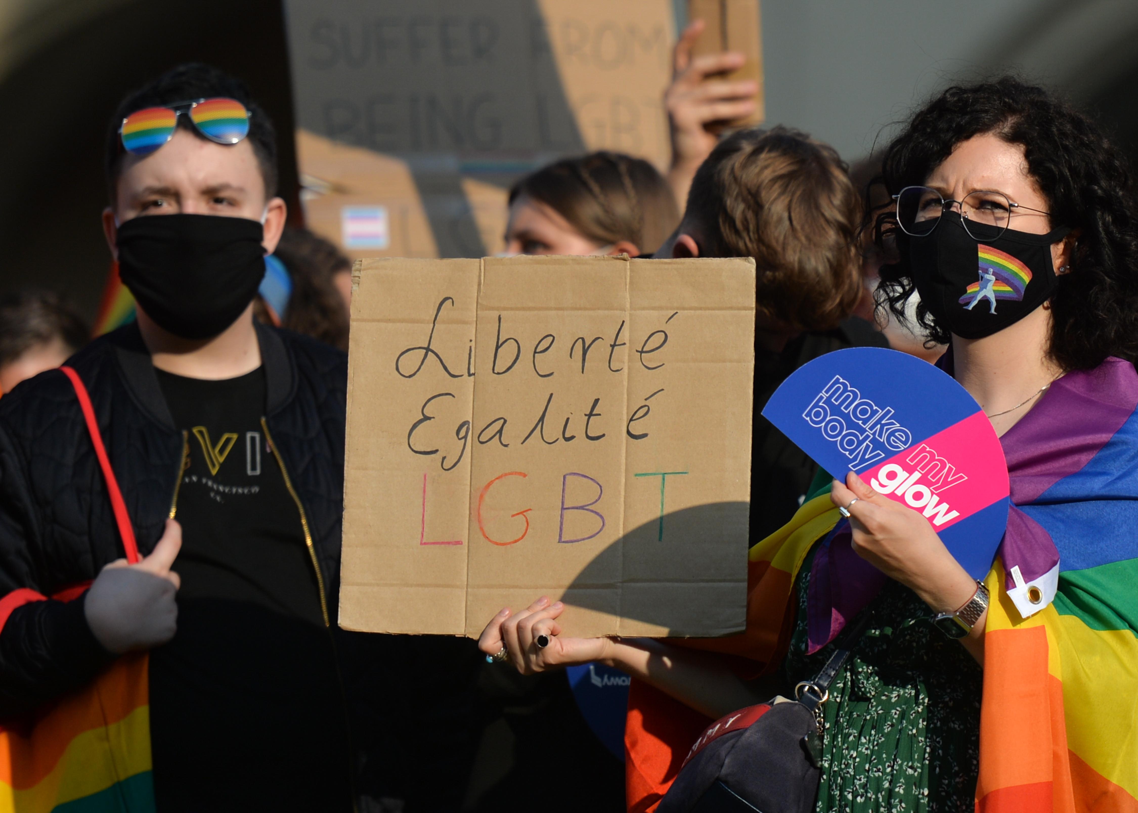 Kiverte a biztosítékot az ENSZ diplomatáinál, ahogyan a kormány védte a szexuális kisebbségeket kirekesztő törvénymódosításait