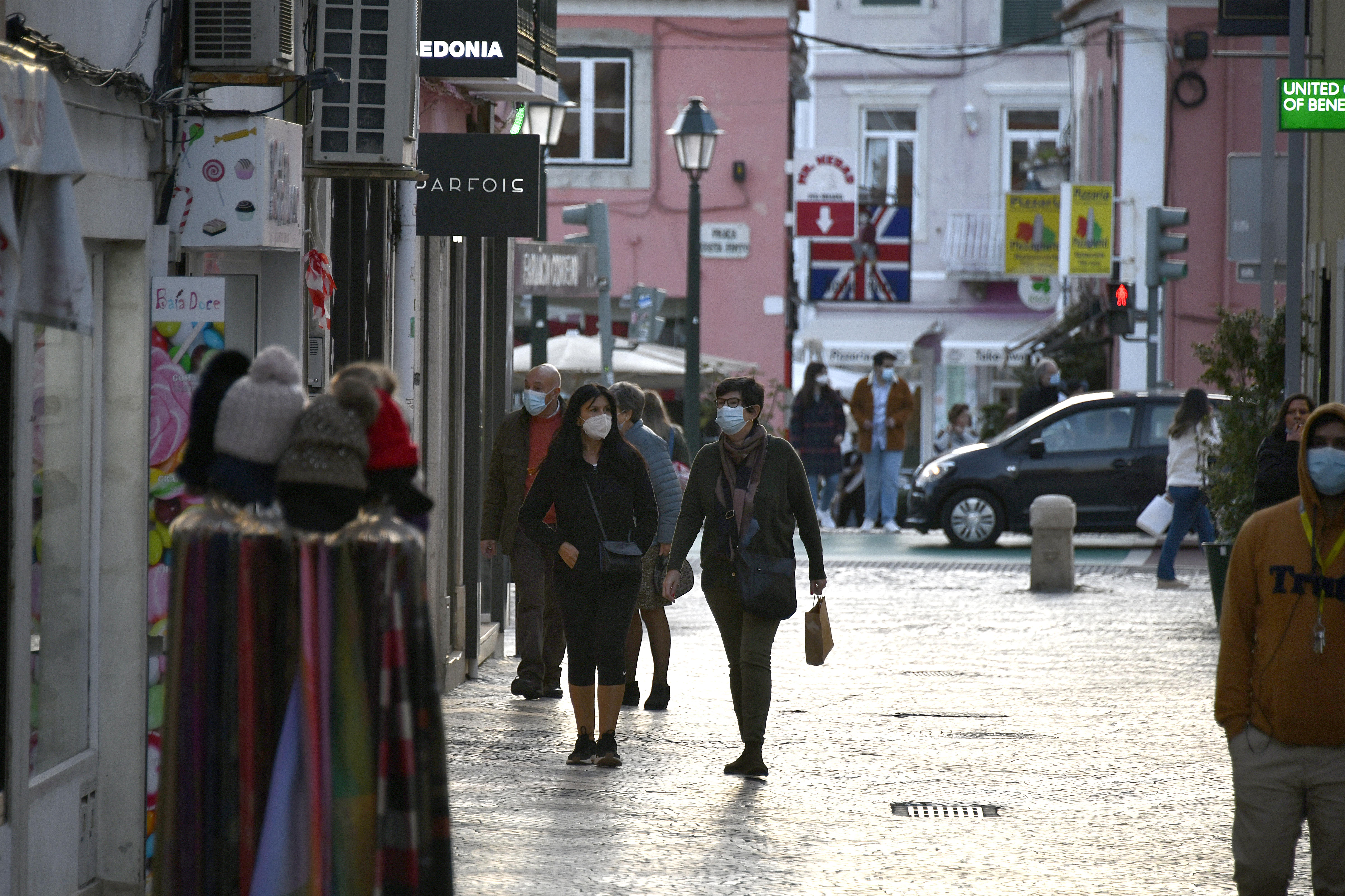 Portugáliában egy hónapos, országos karantént vezettek be