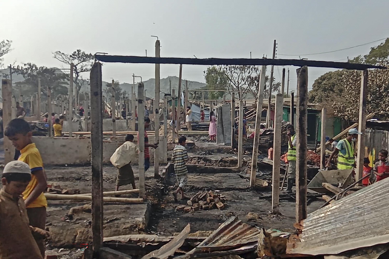 Óriási tűz pusztított a rohingya menekültek bangladesi táborában