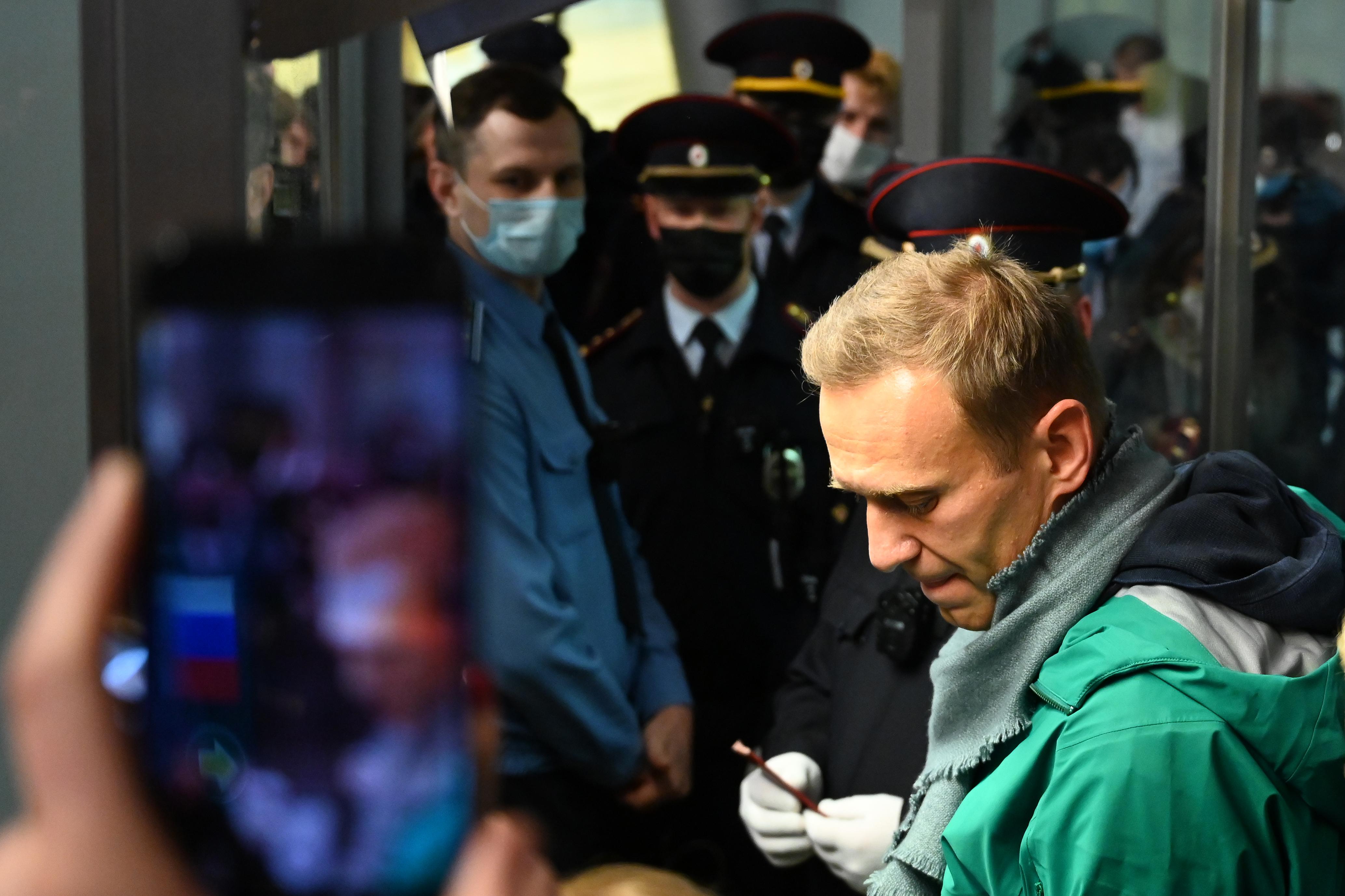Letartóztatták a hazatérő Alekszej Navalnijt