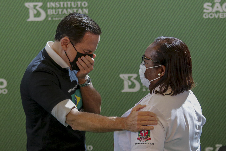 Kínai vakcinával kezdődött az oltás Brazíliában