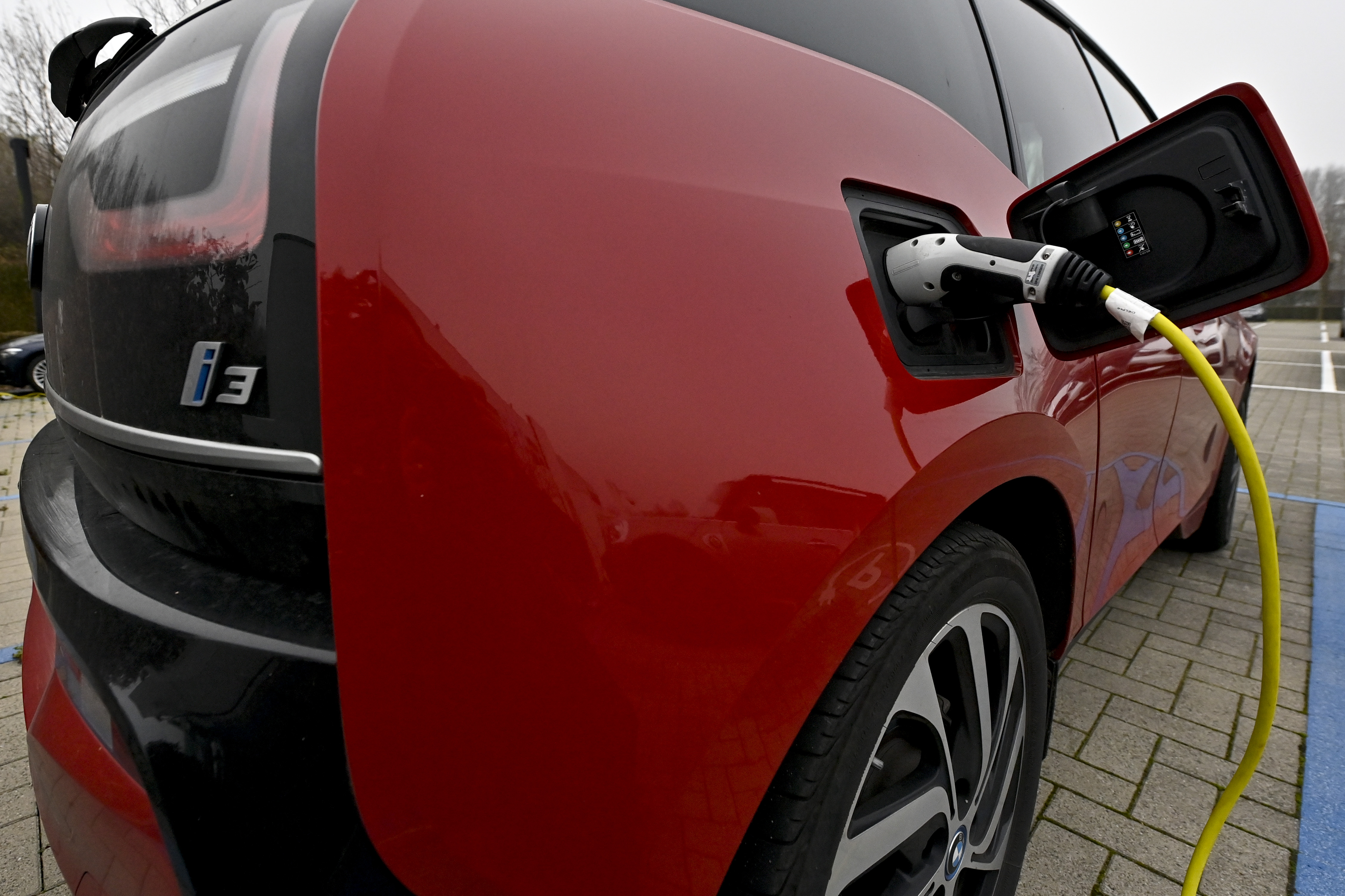 Egyre közelebb az elektromos autó, amit öt perc alatt teljesen fel lehet tölteni