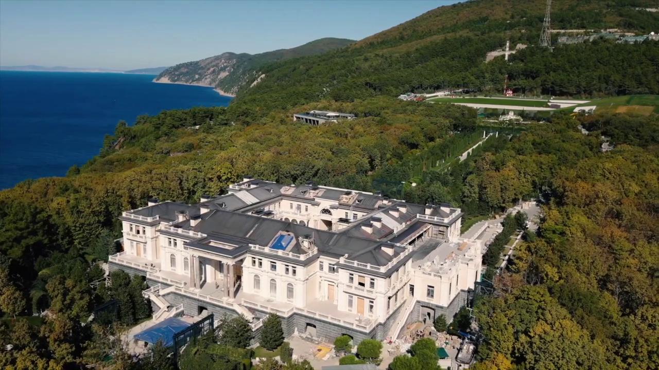 Navalnij lebuktatta Putyin titkos Fekete-tengeri palotáját