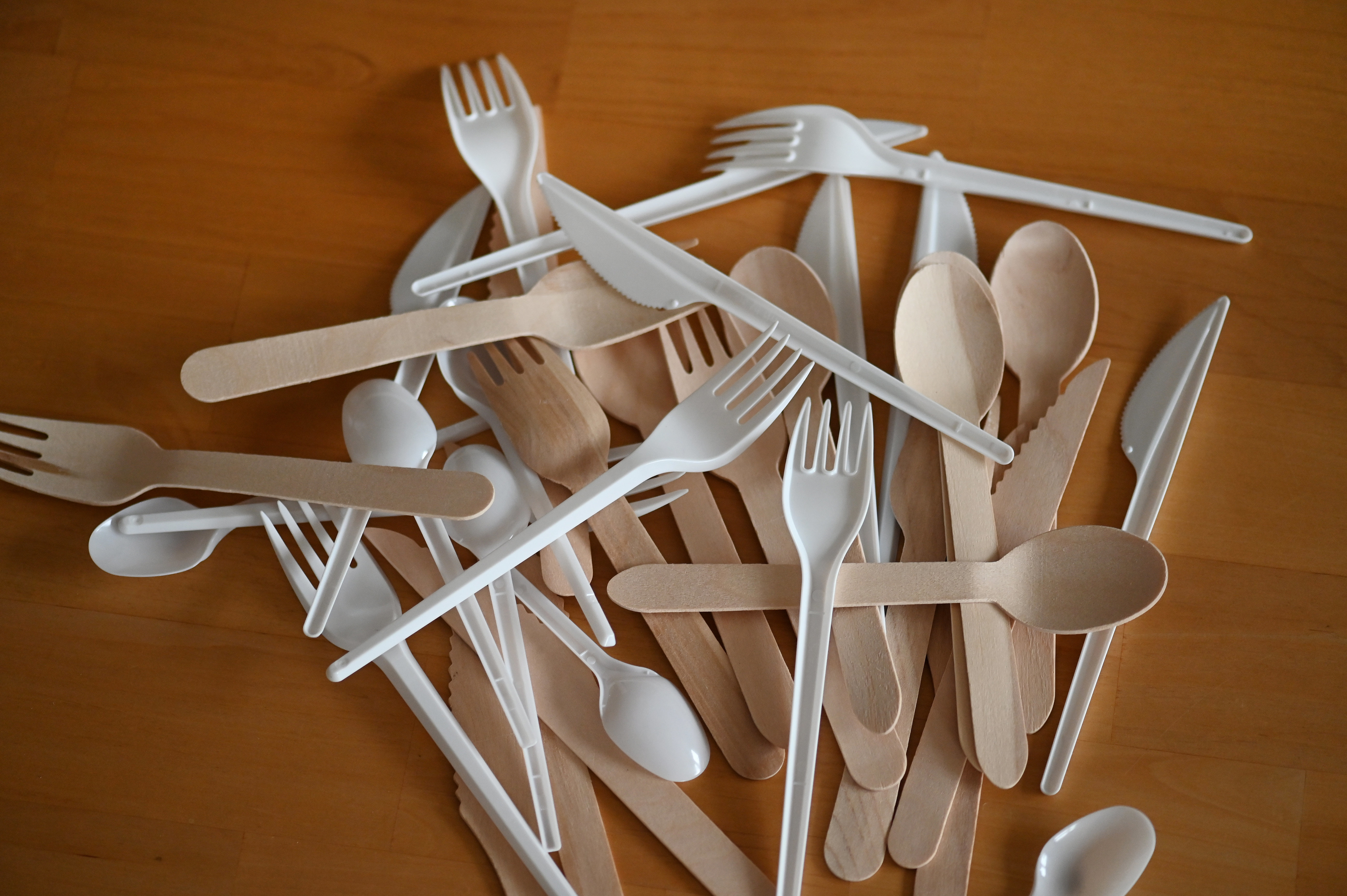 Nébih: Illegális a műanyagot és bambuszt együttesen tartalmazó termékek forgalmazása