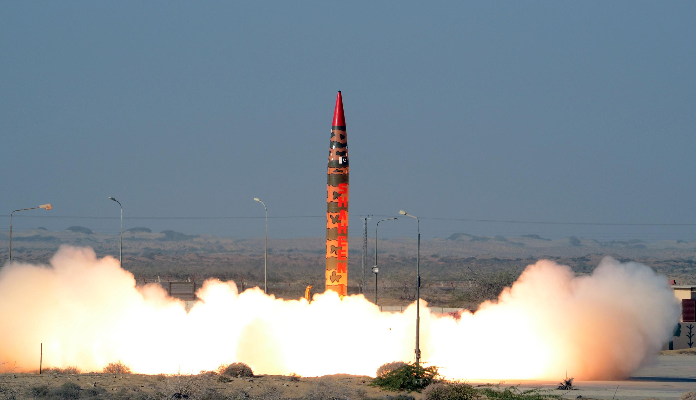 Pakisztán nukleáris robbanófej hordozására képes ballisztikus rakétát tesztelt