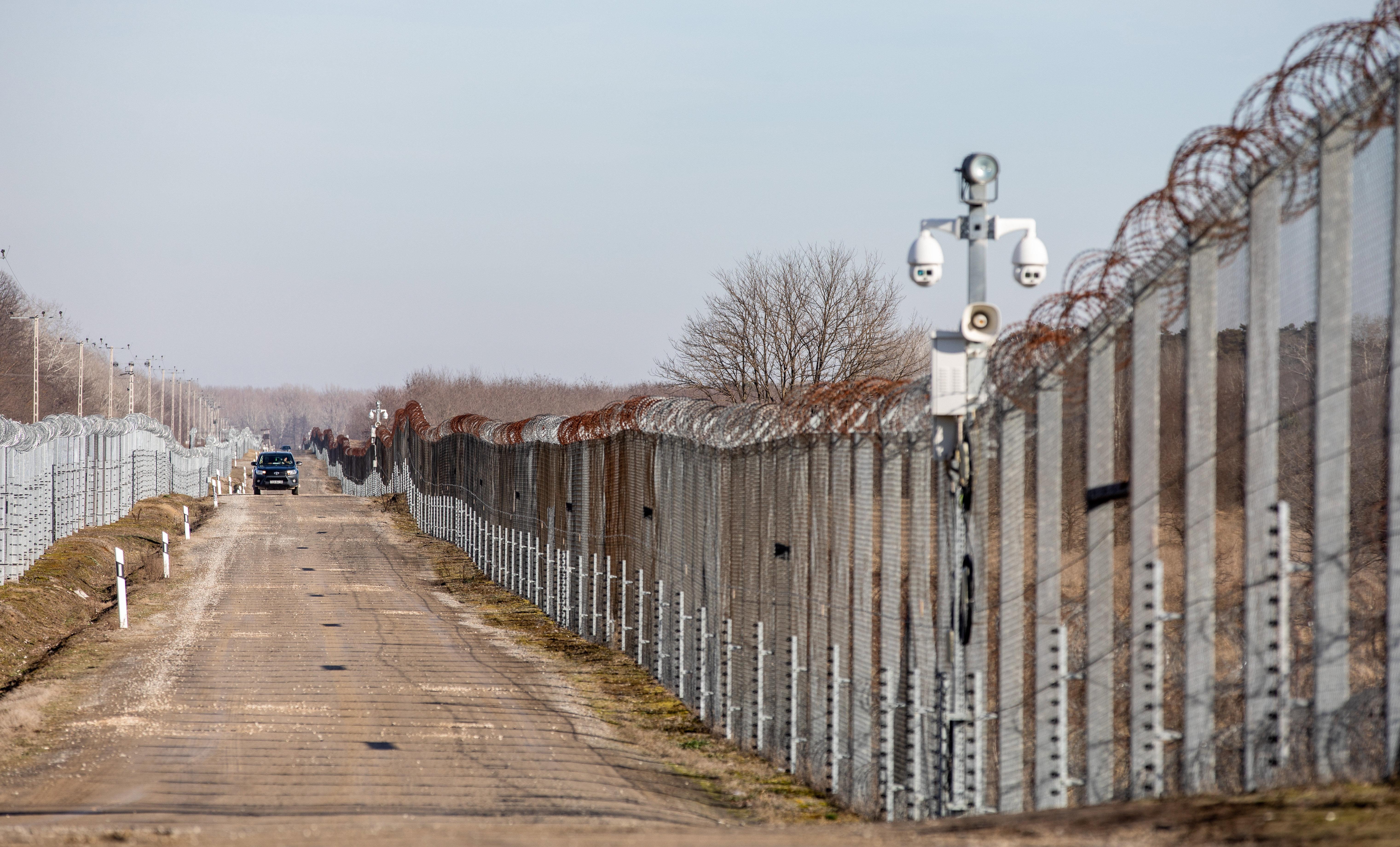Az uniós bíróság főtanácsnoka szerint jogsértő, hogy Magyarországon bűncselekmény a menedékkérők támogatása