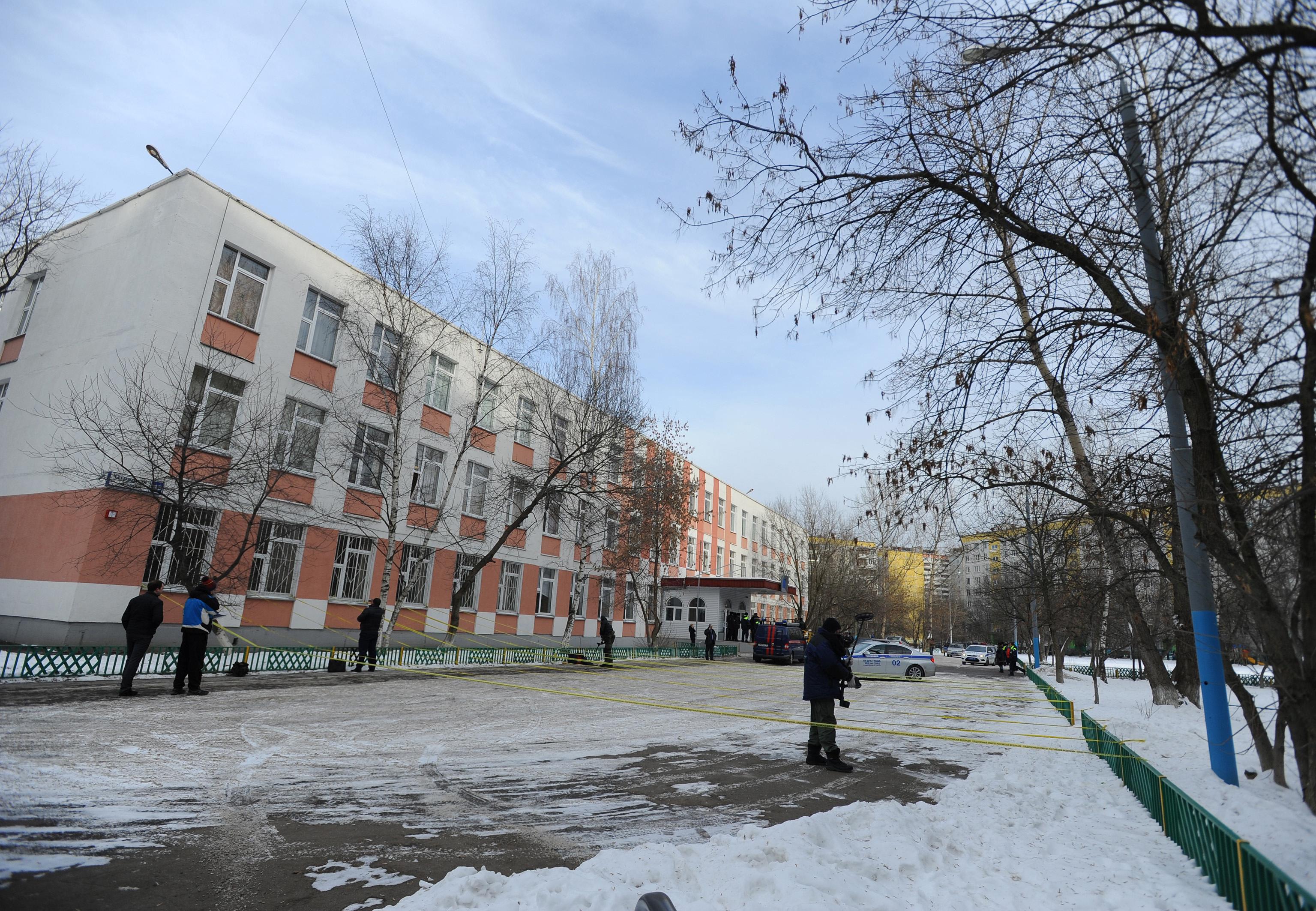 Őrizetbe vettek két 16 éves fiút Oroszországban, mert fegyveres merényletet terveztek egy iskola ellen