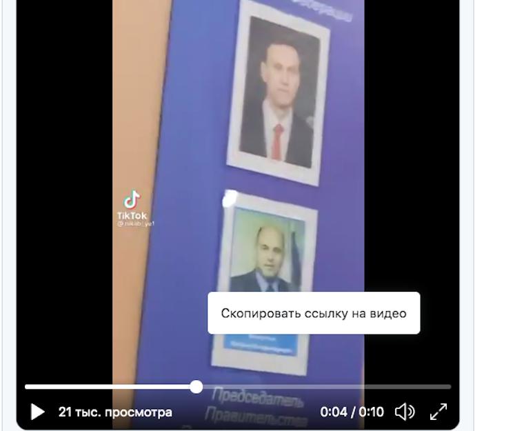 Négy órán át hallgatott ki az orosz belügy egy gimnazistát, mert az osztályban valaki kicserélte Putyin képét Navalnijéra