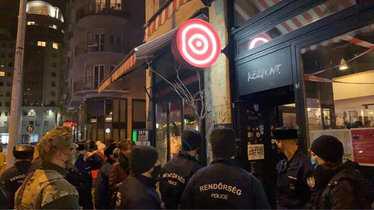 Bezáratta és megbüntette a rendőrség a Madách téri Központot