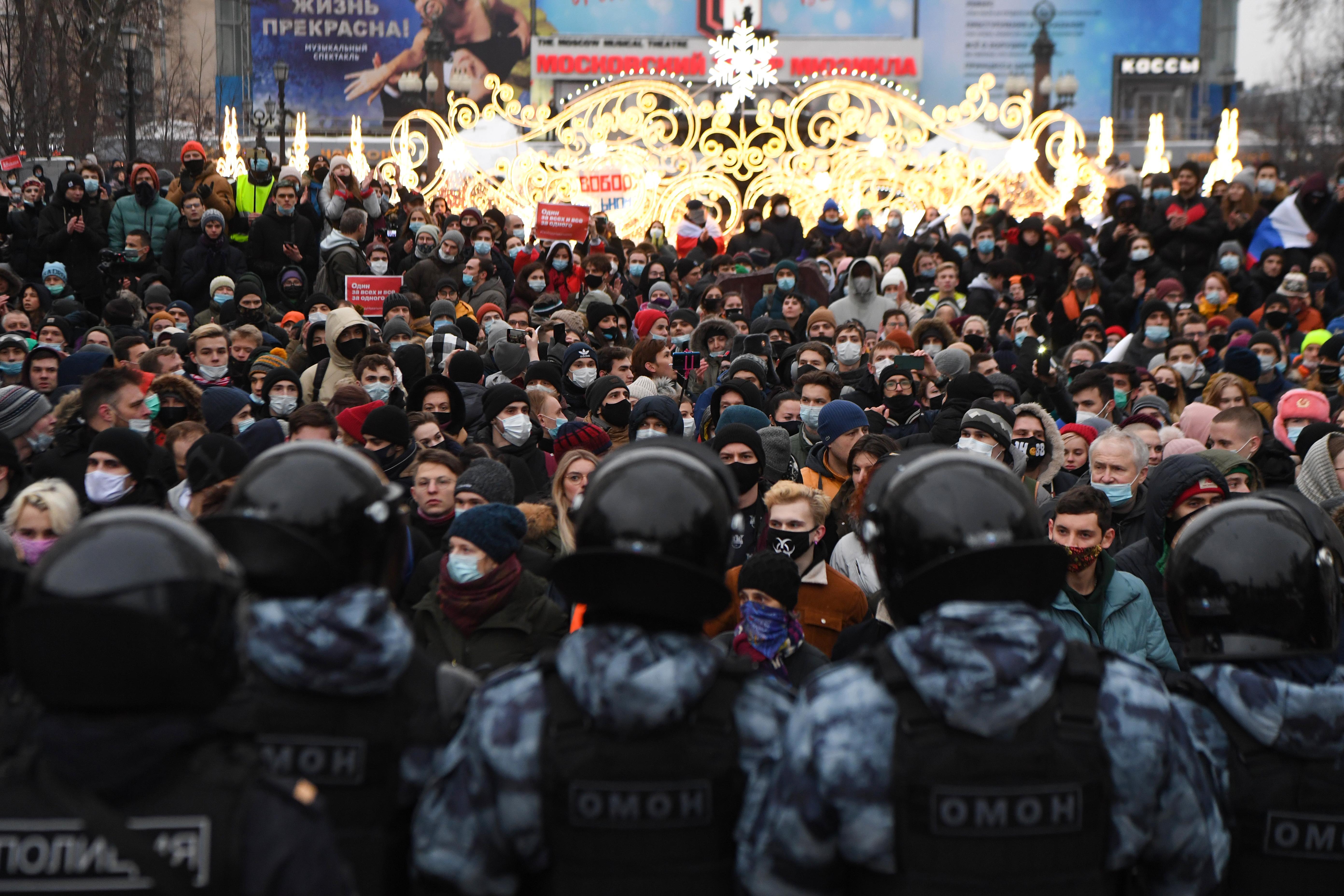 Több tízezer tüntető, kétezernél is több előállítás: rég nem volt ekkora Putyin-ellenes megmozdulás