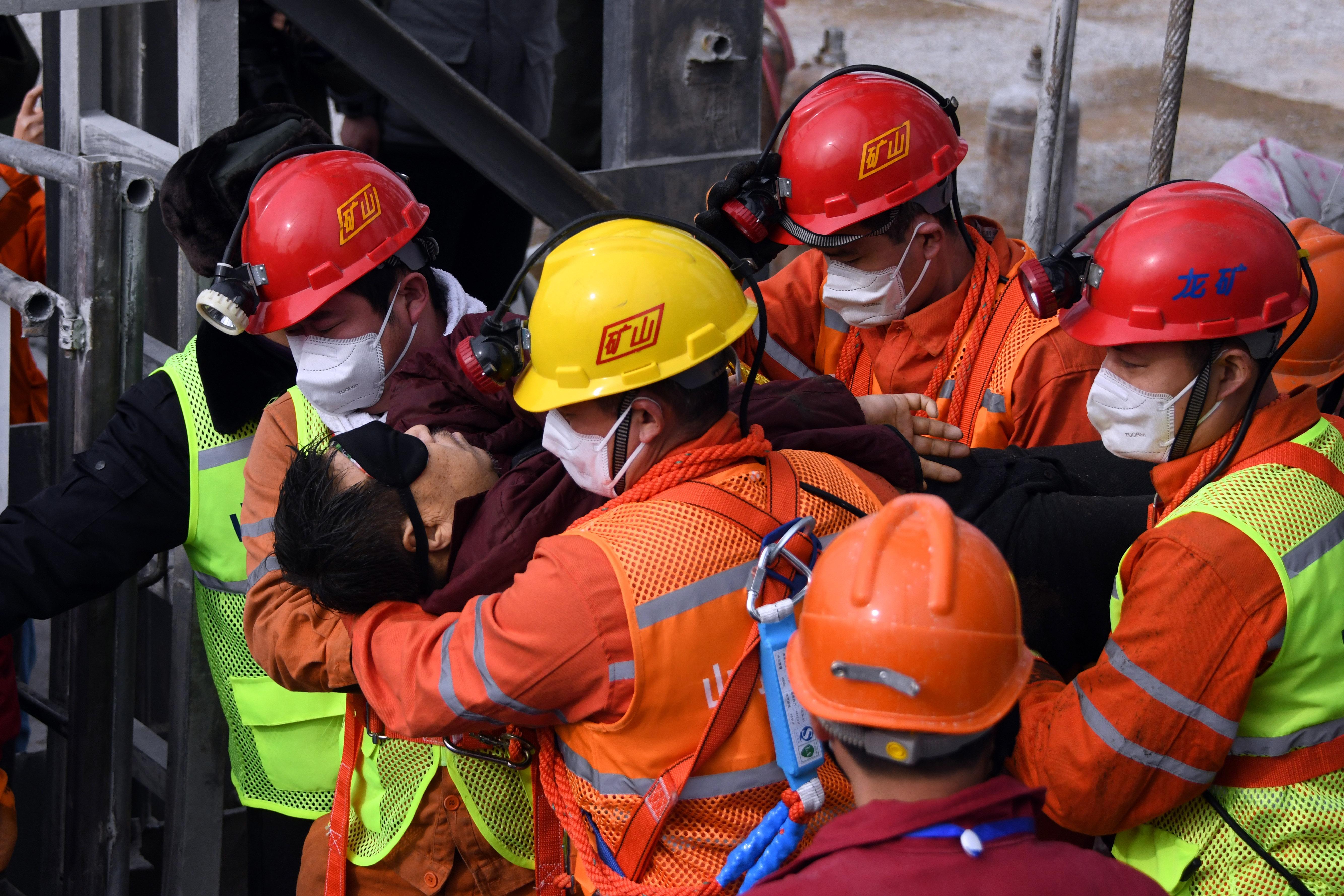 Már 11 bányászt mentettek ki a kelet-kínai aranybányából