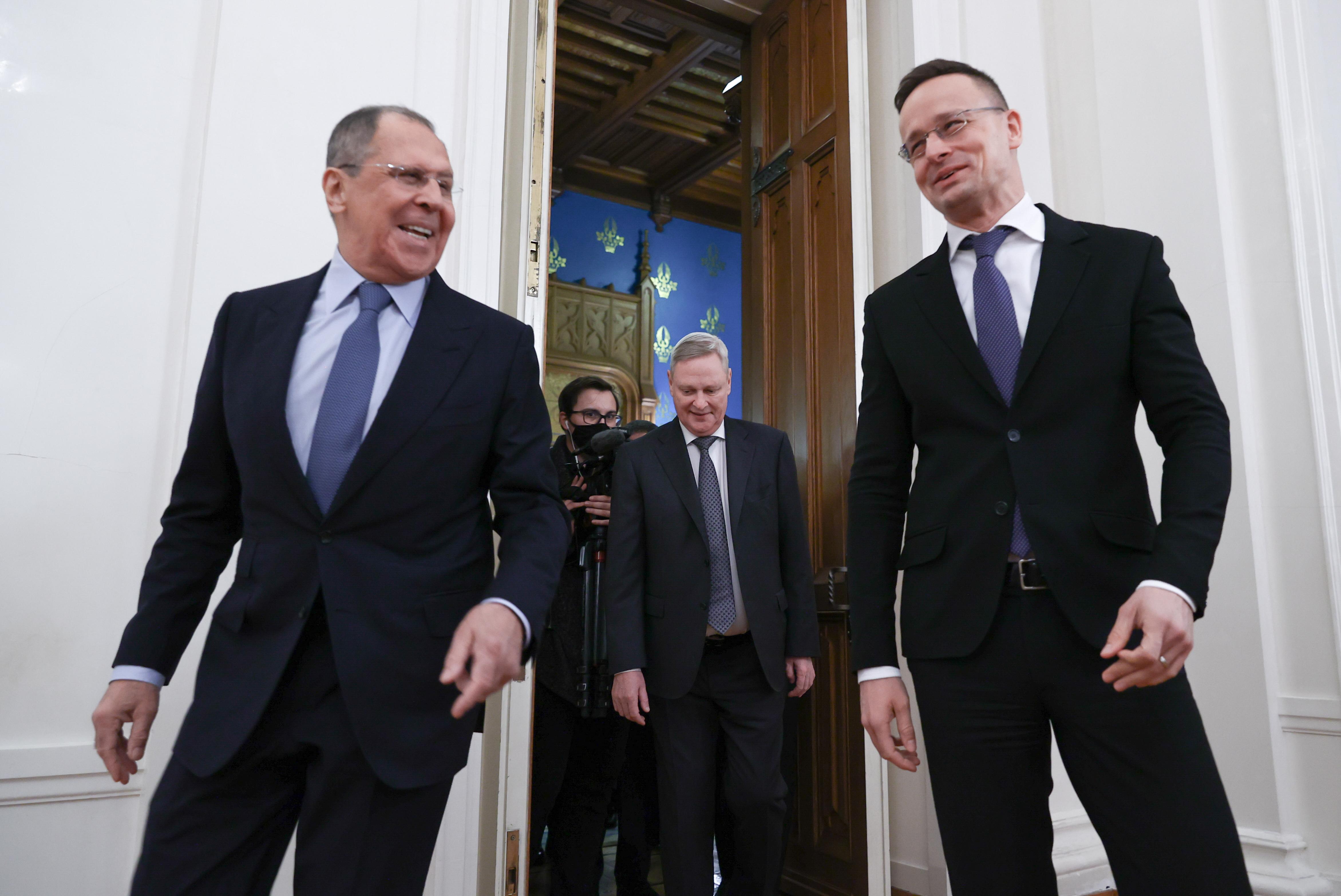 Népszava: Szijjártó meghívta az orosz külügyminisztert a magyar nagykövetek eligazítására