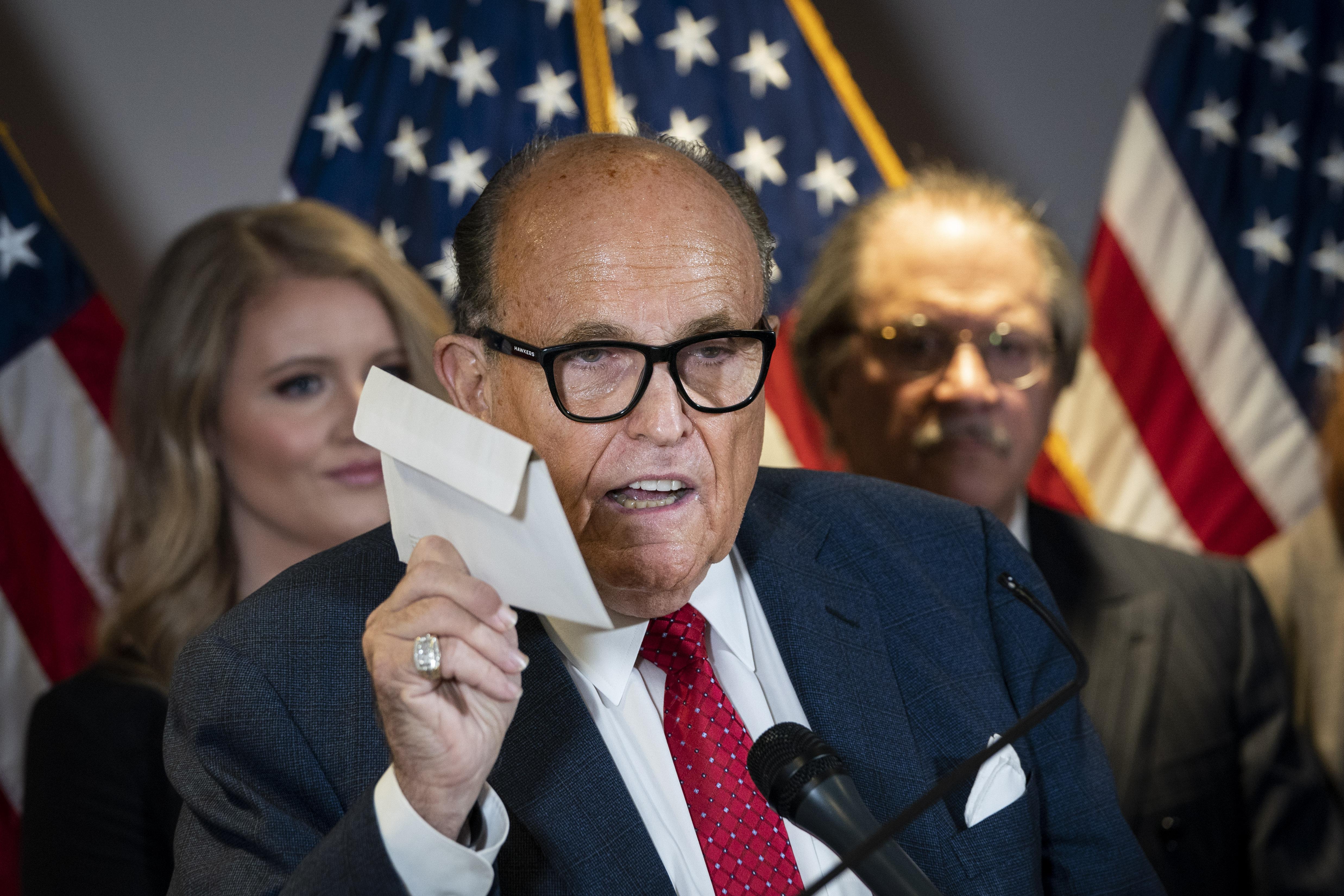 1,3 milliárd dolláros kártérítésre perli Rudy Giulianit a választási rendszert fejlesztő cég