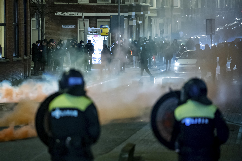 Harmadik napja zavarognak Hollandiában a járványügyi korlátozások ellen