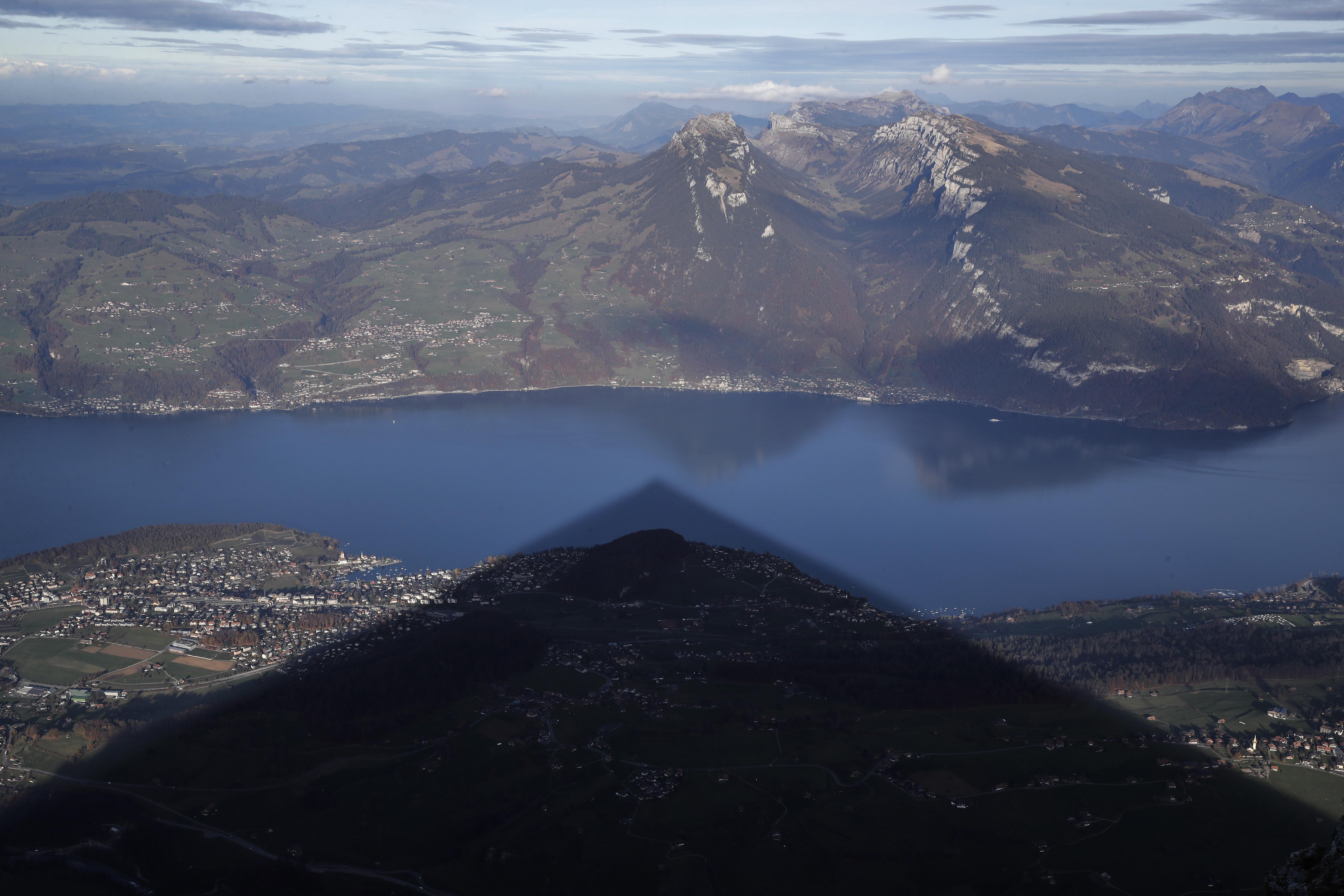 Holtan találtak egy svájci DJ-t, 40 kilós súly húzta a tó mélyébe