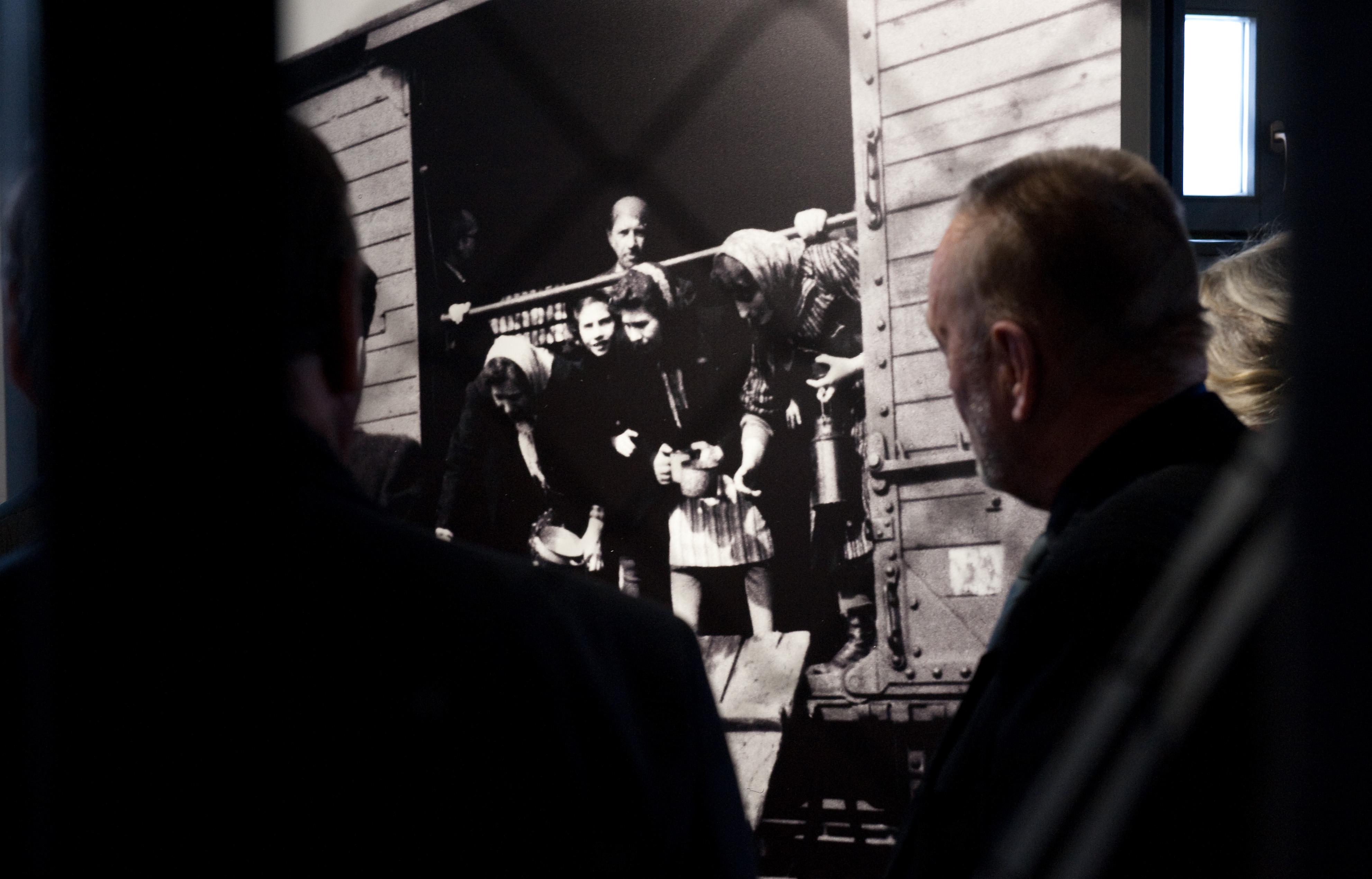 Bocsánatot kért a szlovák kormány a zsidó származású állampolgárai ellen elkövetett bűncselekményekért
