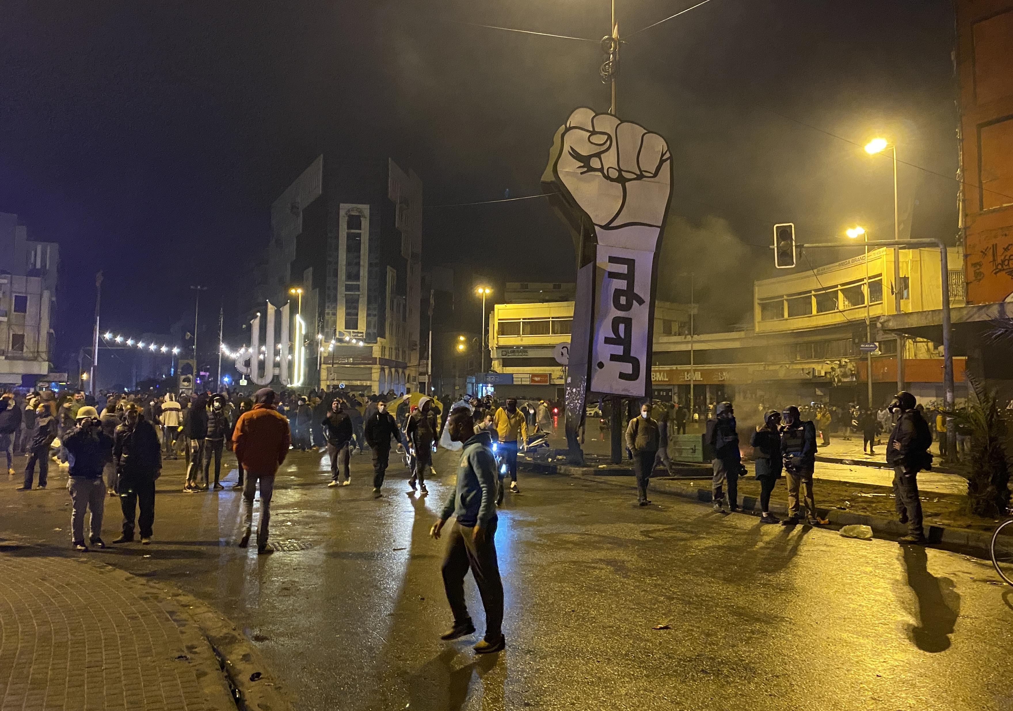 Súlyos zavargások robbantak ki a járványügyi korlátozások miatt Tripoliban