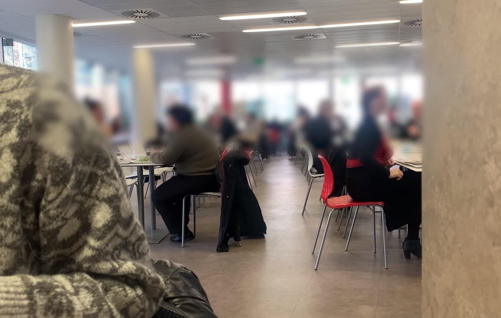 Tömegek ebédelhetnek helyben egy budai menzán, ahova kormányzati cégek dolgozói is járhatnak