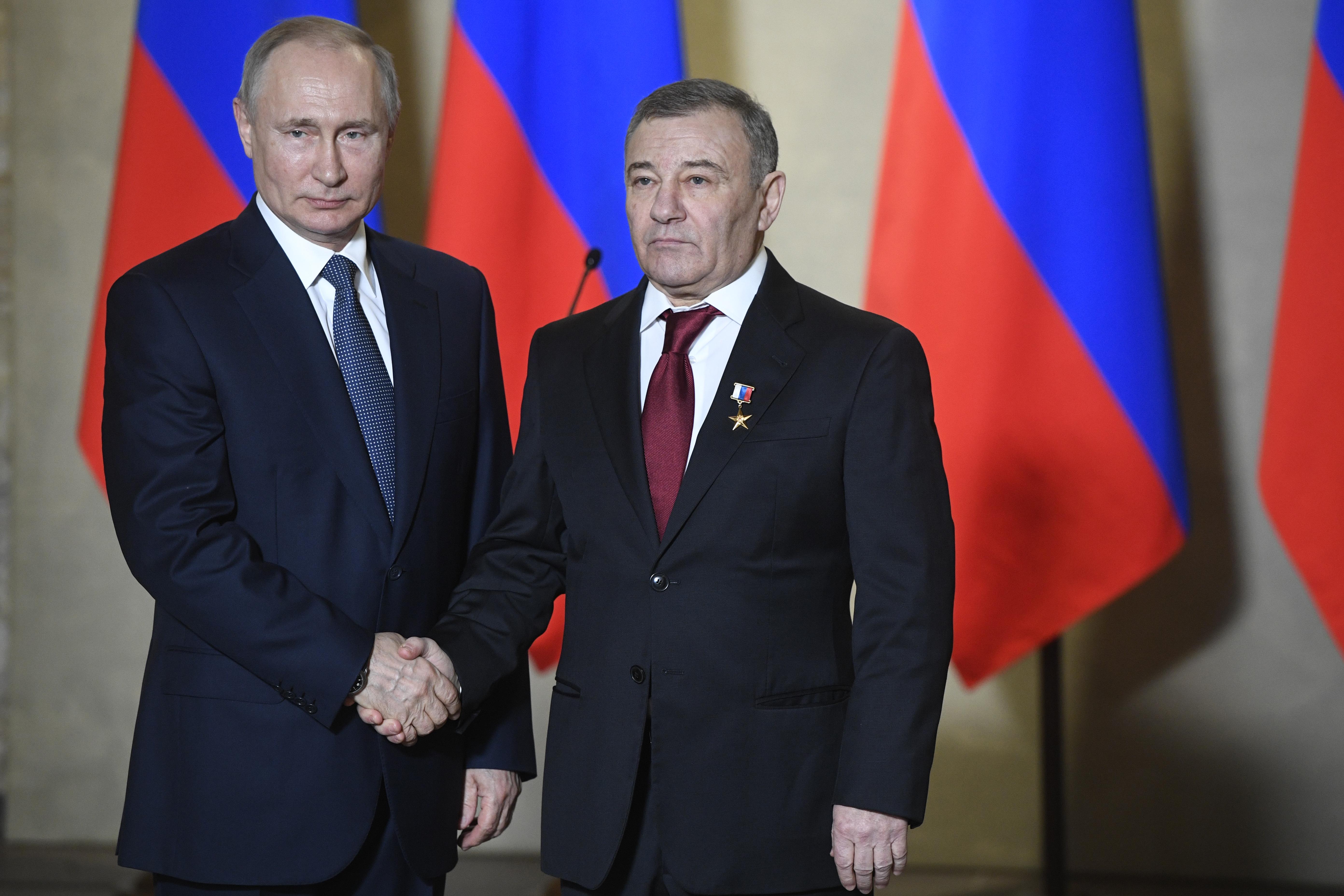 A Putyin pénztárcájaként emlegetett Arkagyij Rotenberg vállalta fel, hogy övé a titkos palota