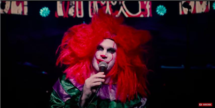 Kitette a Hétköznapi Csalódások az újraforgatott raktárkoncertet, benne az összevert bohóccal