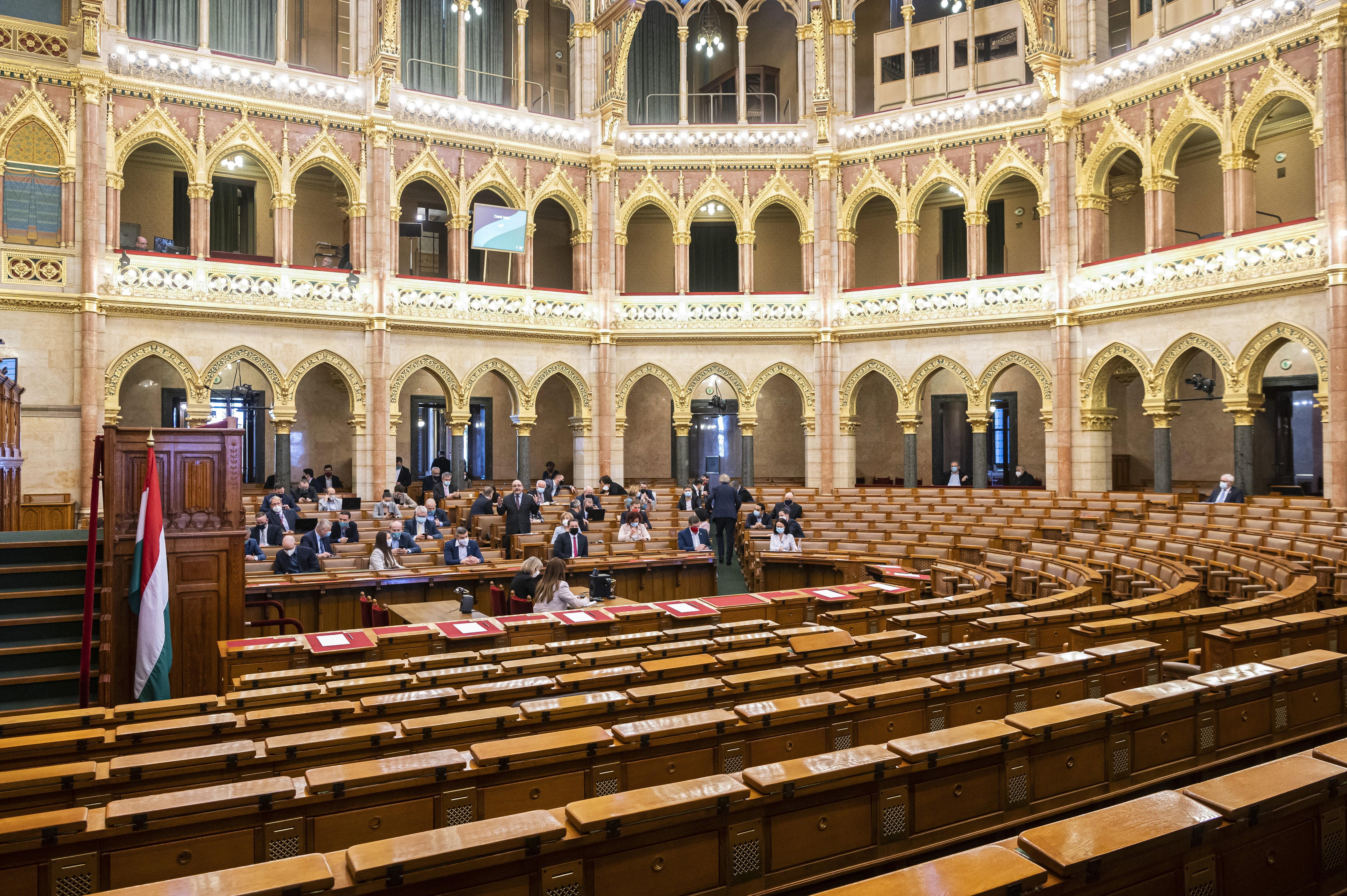 Bojkottálta a Fidesz-KDNP a koronavírus-járvány miatt összehívott rendkívüli parlamenti ülést