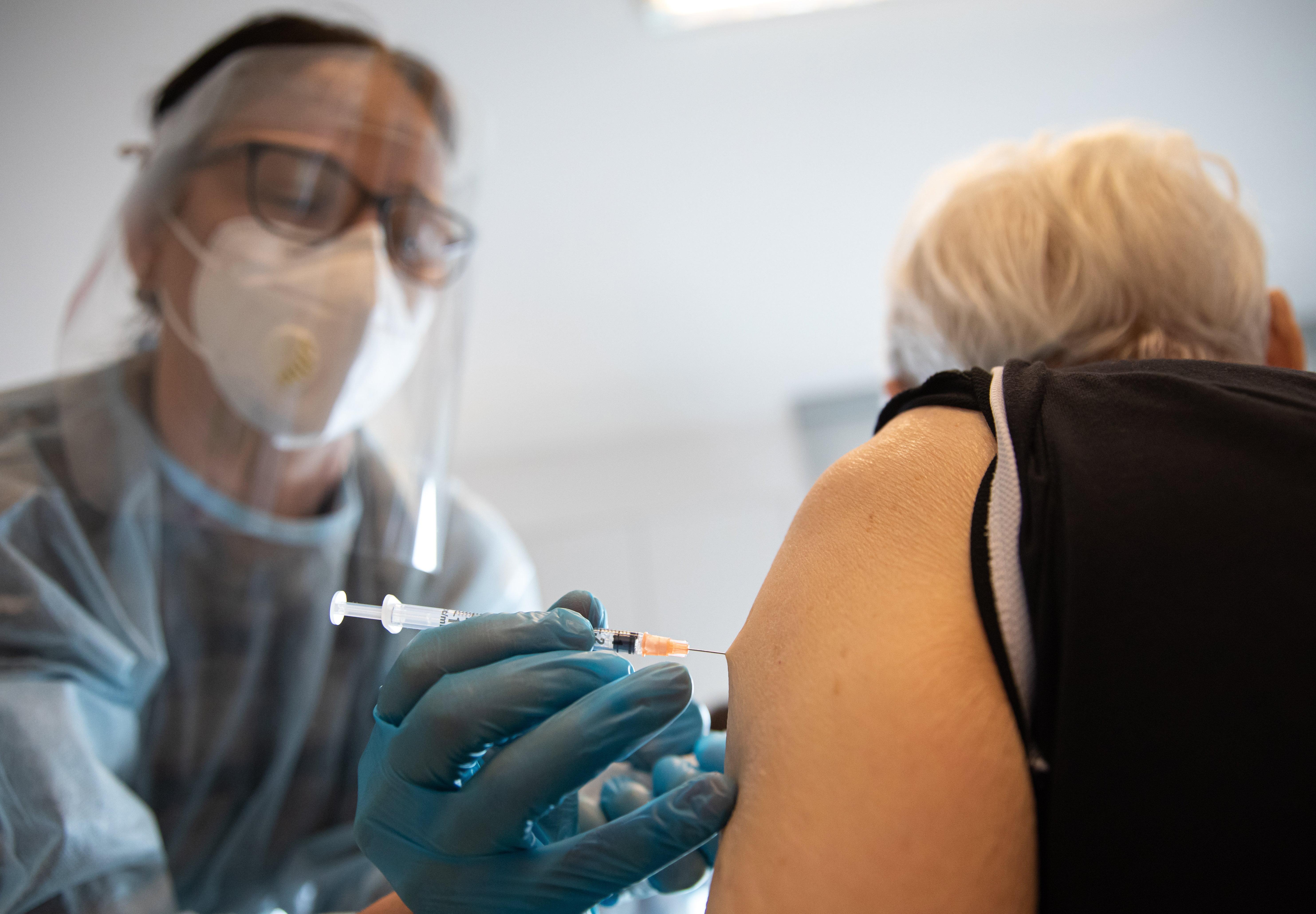 Lemondták a hétvégi tömeges oltást, sokan mégis megkapták a vakcinát