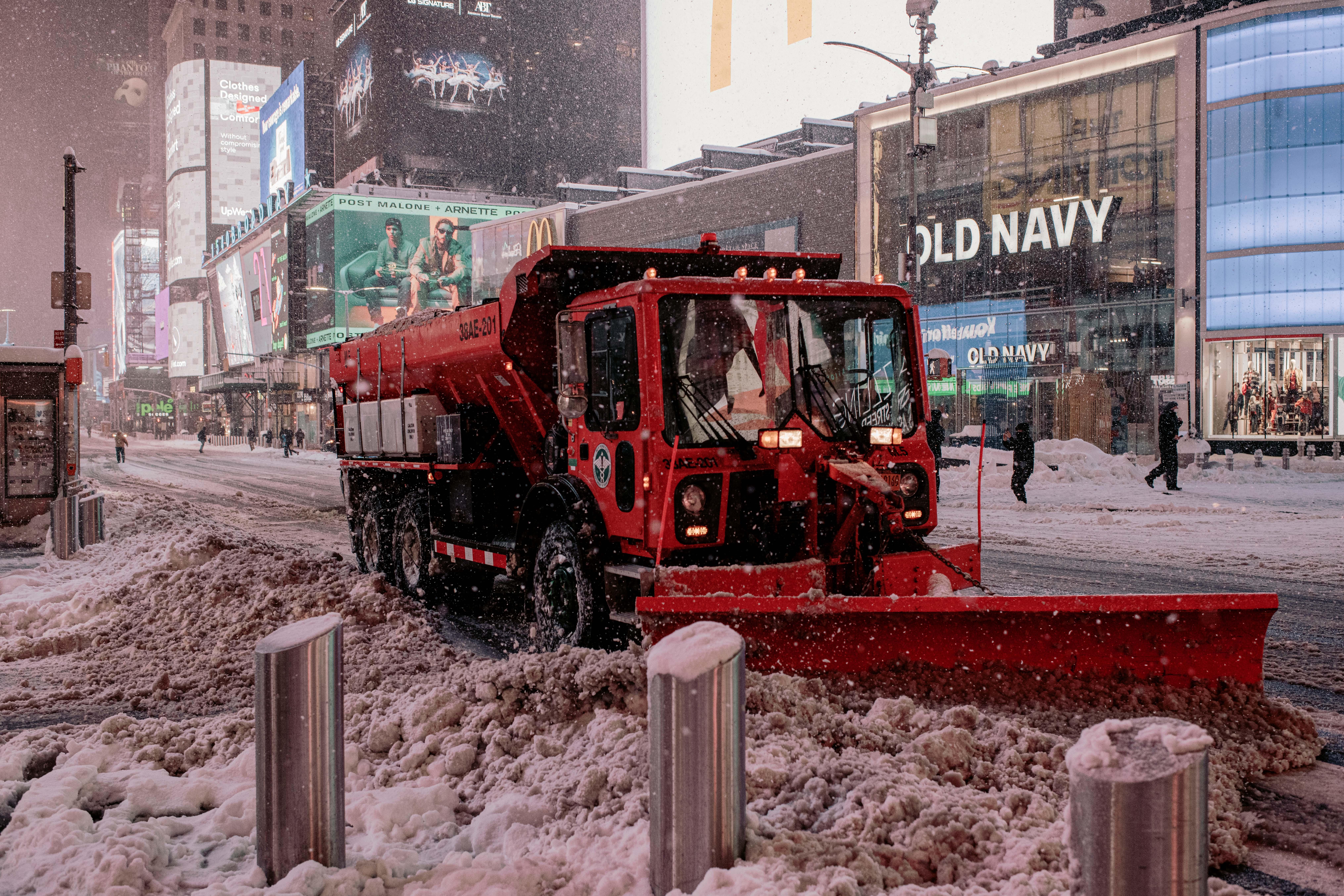 New Yorkban most a hó miatt zárták be az iskolákat és állították le a közlekedés egy részét