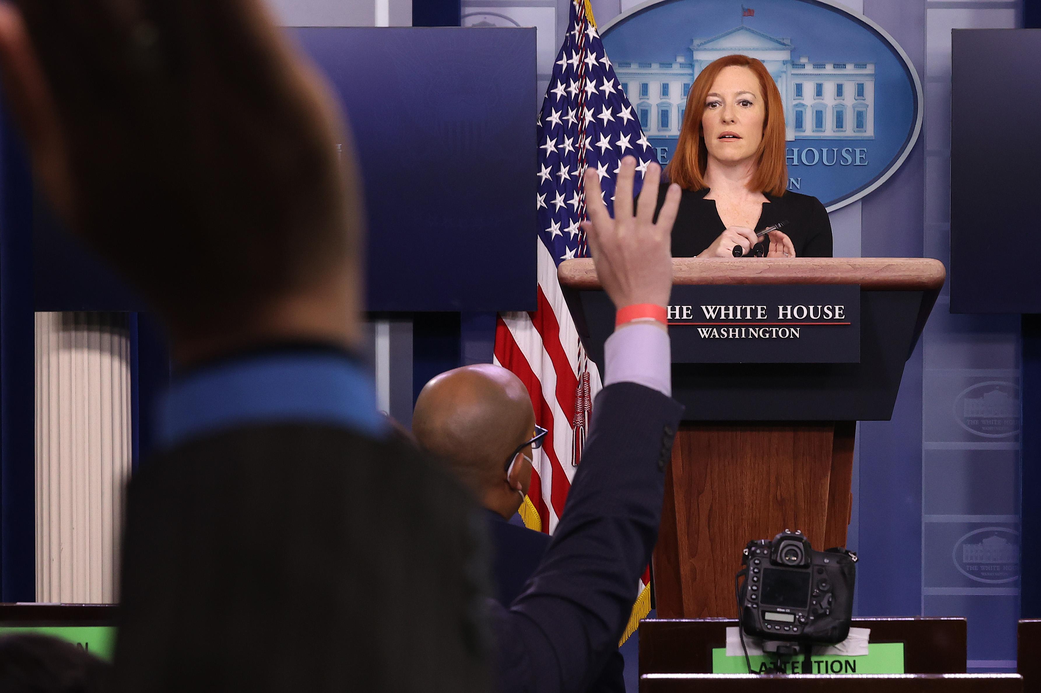 Kiakadtak a fehér házi tudósítók, mert Biden stábja előre elkérte a kérdéseiket