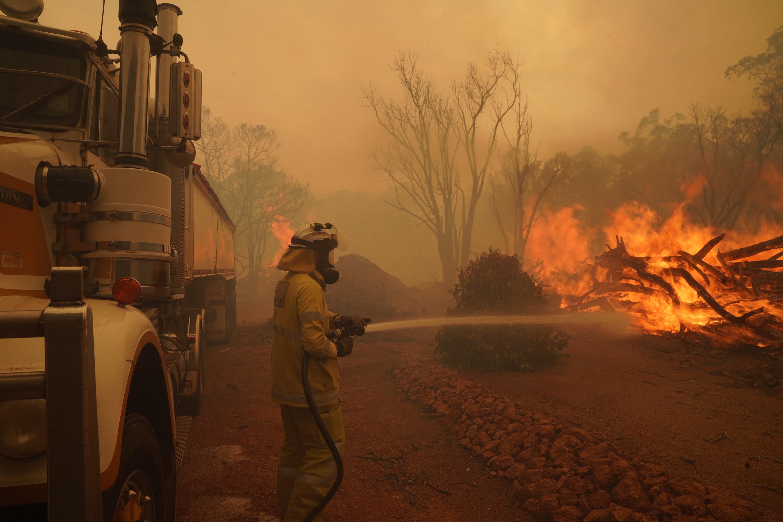 Karanténból kell evakuálniuk az ausztráloknak a bozóttüzek miatt