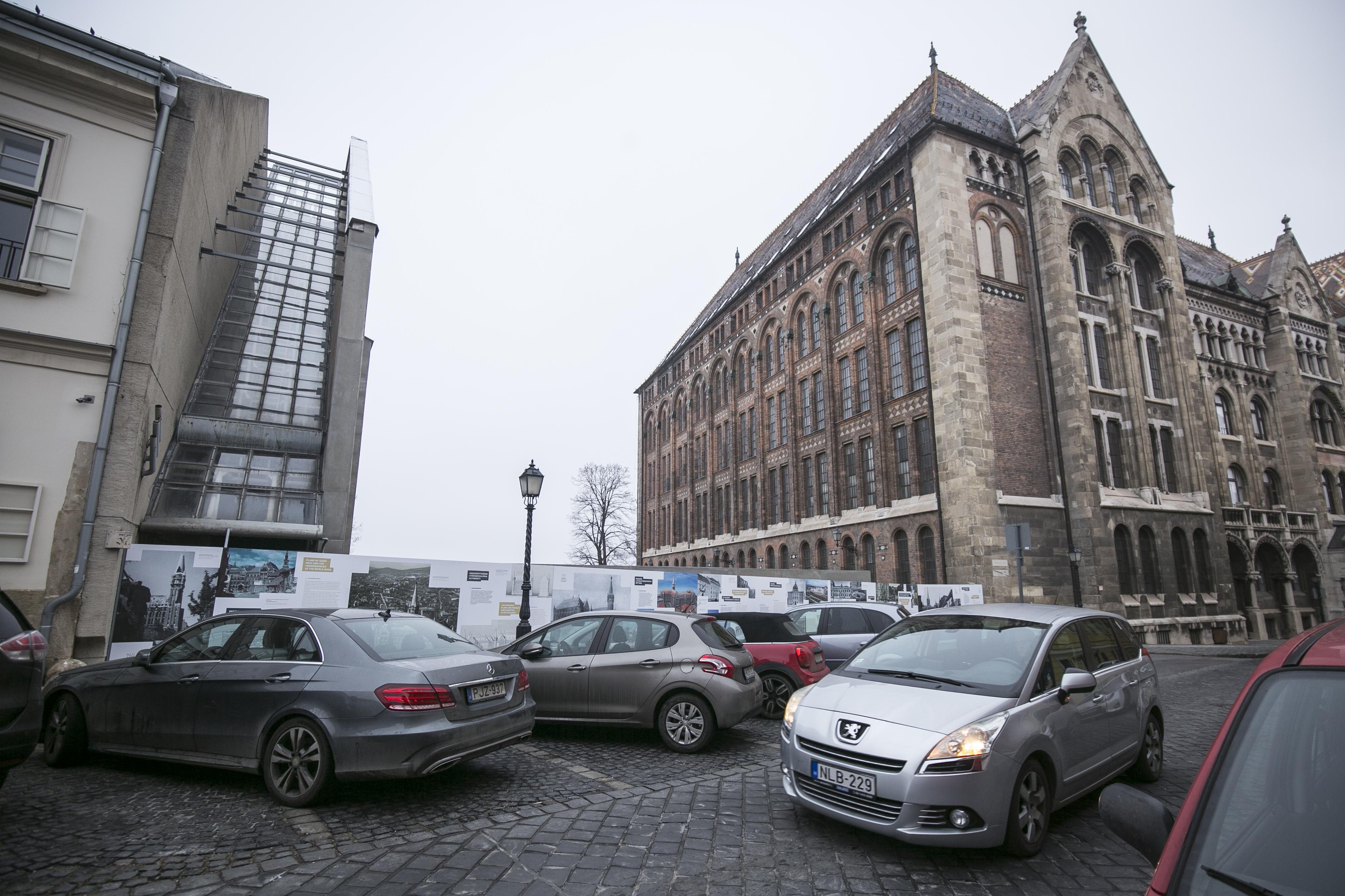 A Fidesz lakástörvény-módosítása után egy bérlő az önkormányzattól akár a piaci ár 10,5 százalékért is megveheti a lakást a budai várban