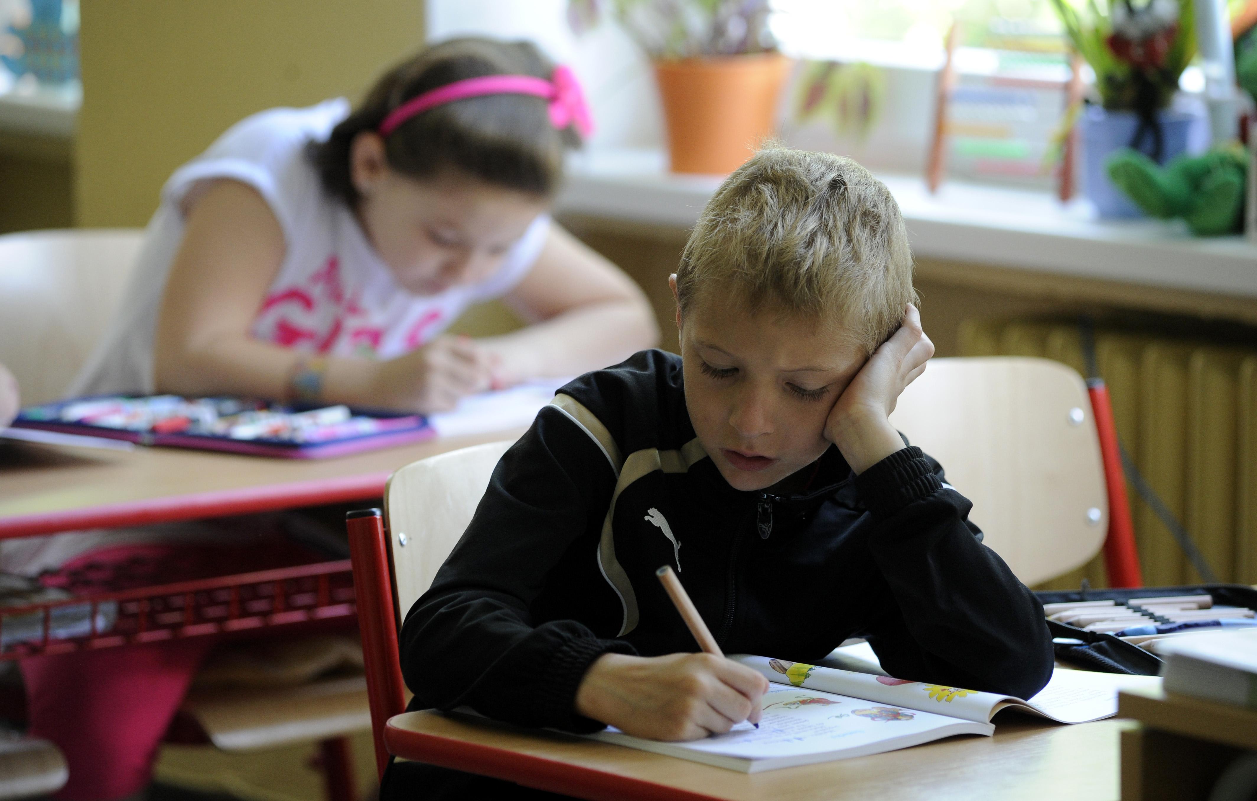 Szlovákiában szigorú tesztelés mellett nyitnak újra az iskolák és az óvodák